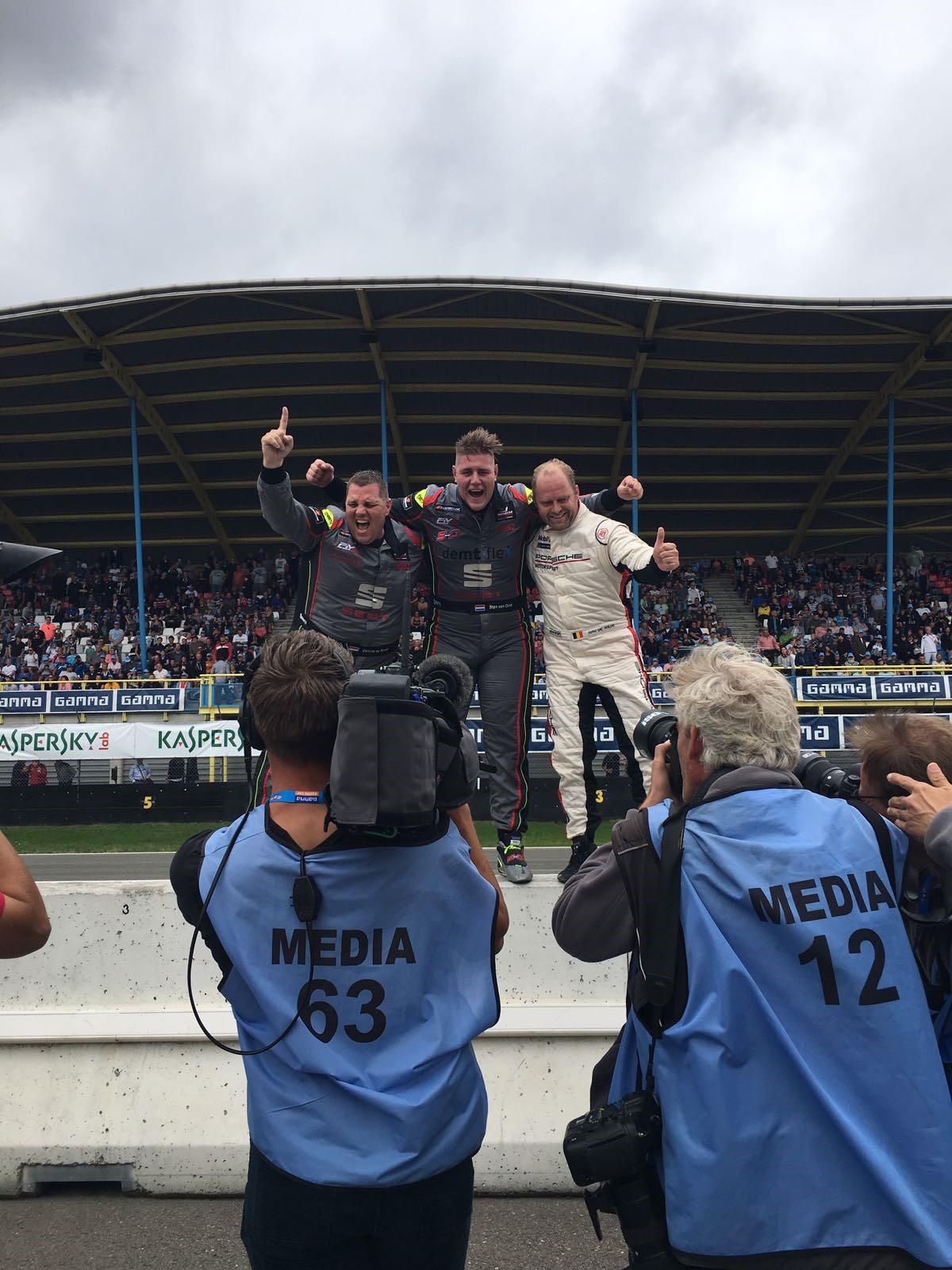 Het Febo Racing Team is na een sterke race dolgelukkig. (Foto: Febo Racing Team)