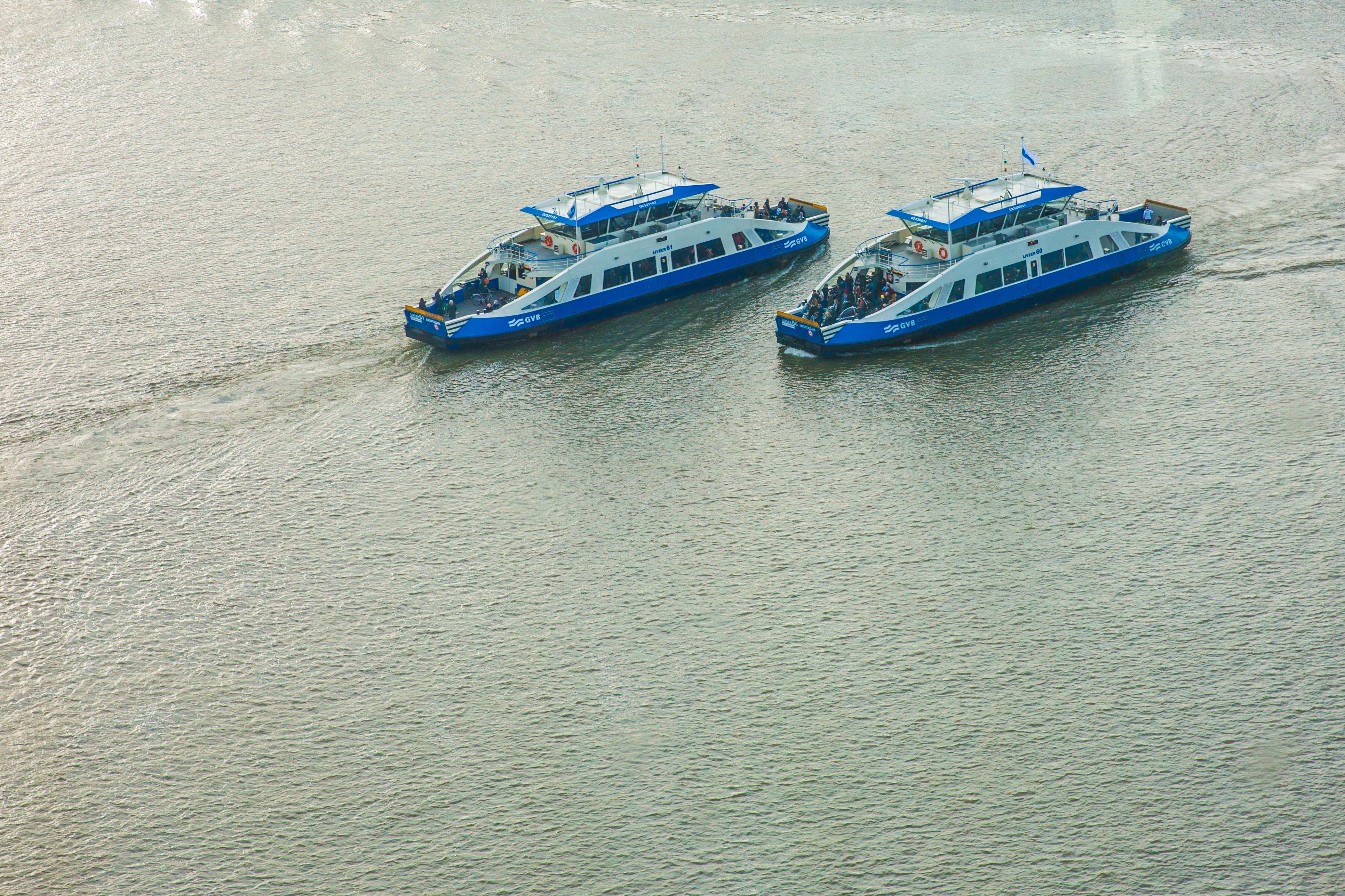 Amsterdam heeft er weer een aanwinst bij: een gloednieuwe pont. (Foto: Vincent de Vries/RM)