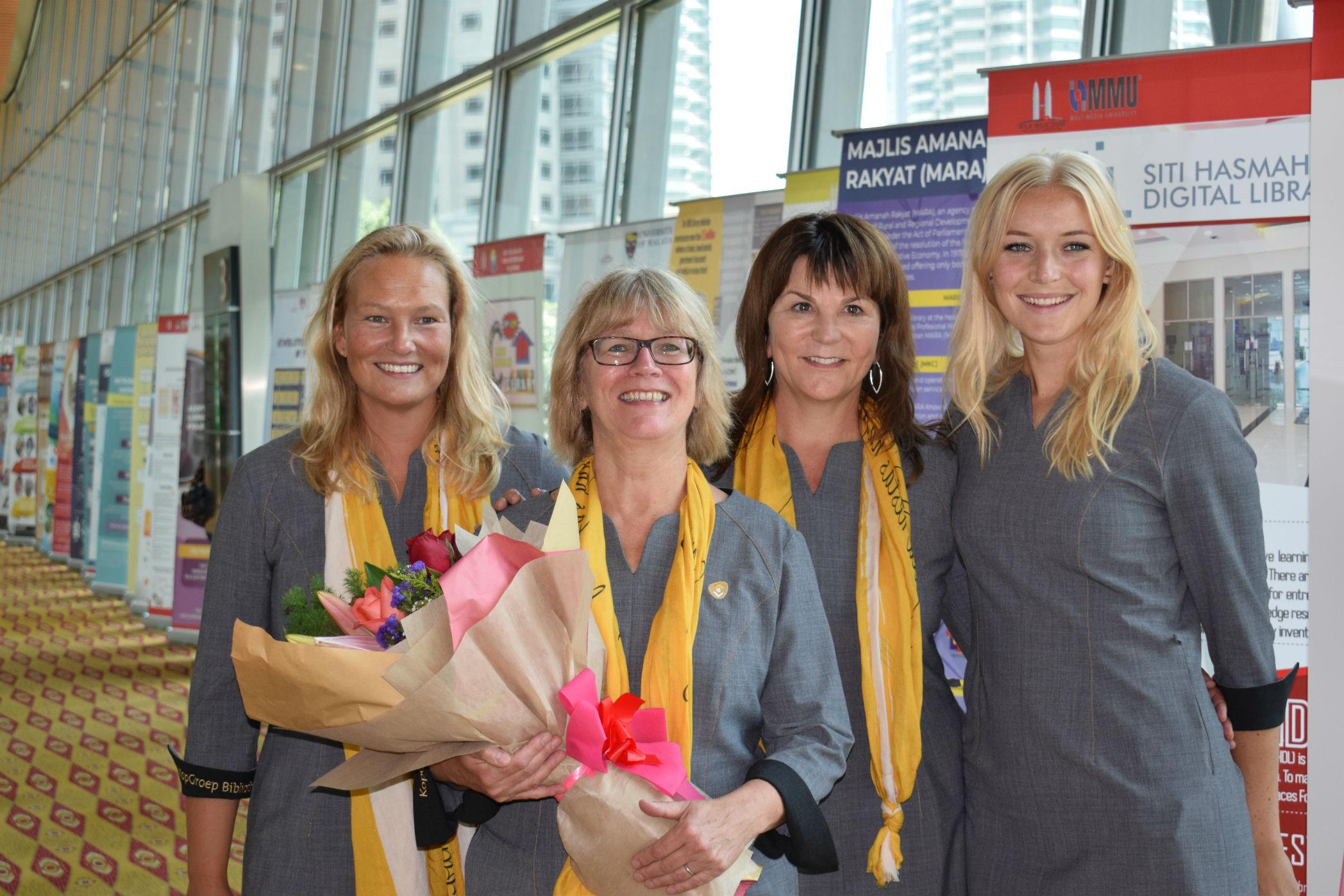 Het team van School is trots op de uitverkiezing tot beste bibliotheek van de wereld. Van links naar rechts: Desiree van Ham, Jacinta Krimp, Anita Ruder en Lesley Alma. (Foto: aangeleverd)