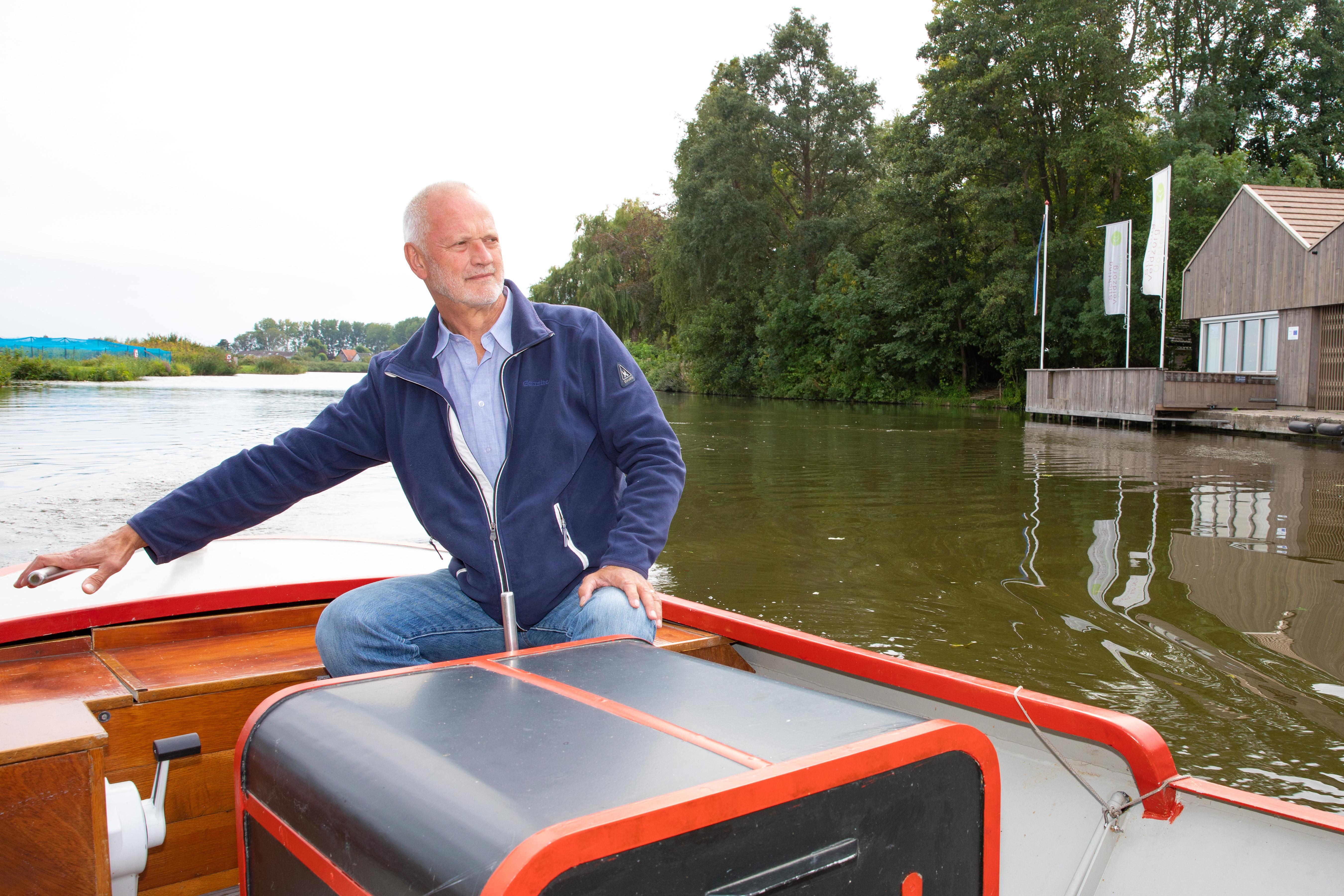 Gerrit Arkesteijn, voorzitter van stichting Veldzorg Oosterdel, met op de achtergrond het gebouw van Veldzorg. (Foto's Vincent de Vries/RM) rodi.nl © rodi