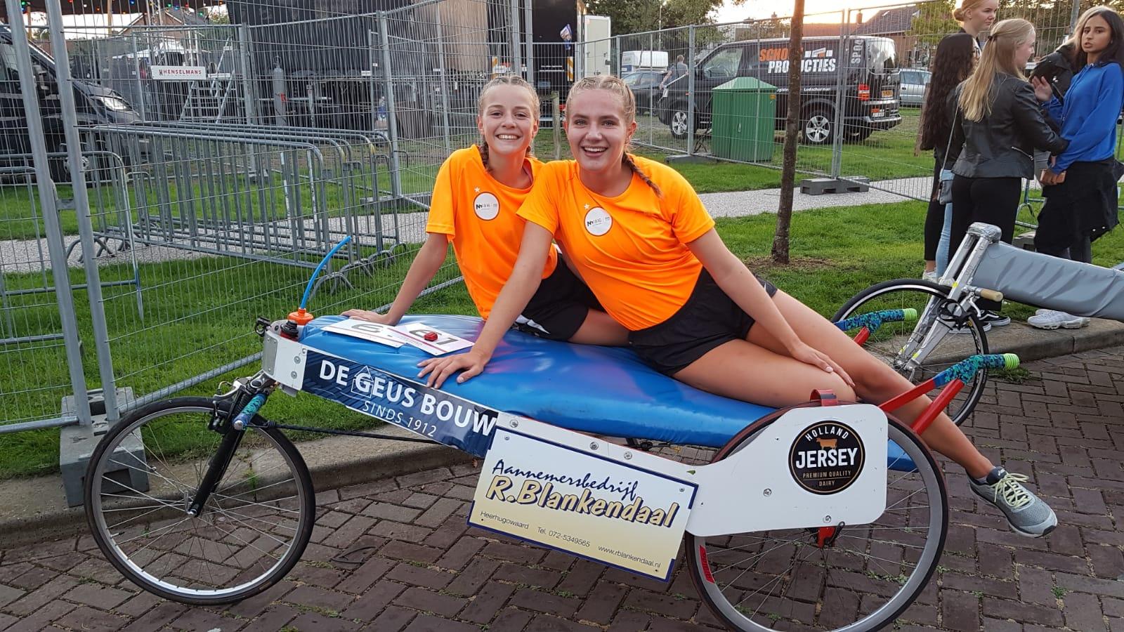 Langedijker meiden haalden mooi bedrag op voor het KWF. (Foto: aangeleverd)