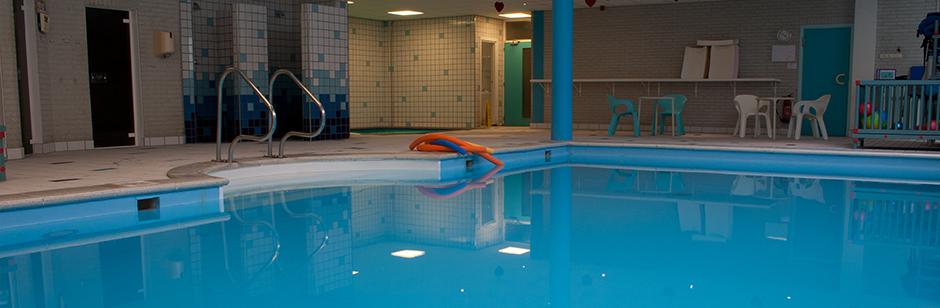 In het warme zwembadwater ben je vrij, je ervaart minder beperkingen. (foto aangeleverd)
