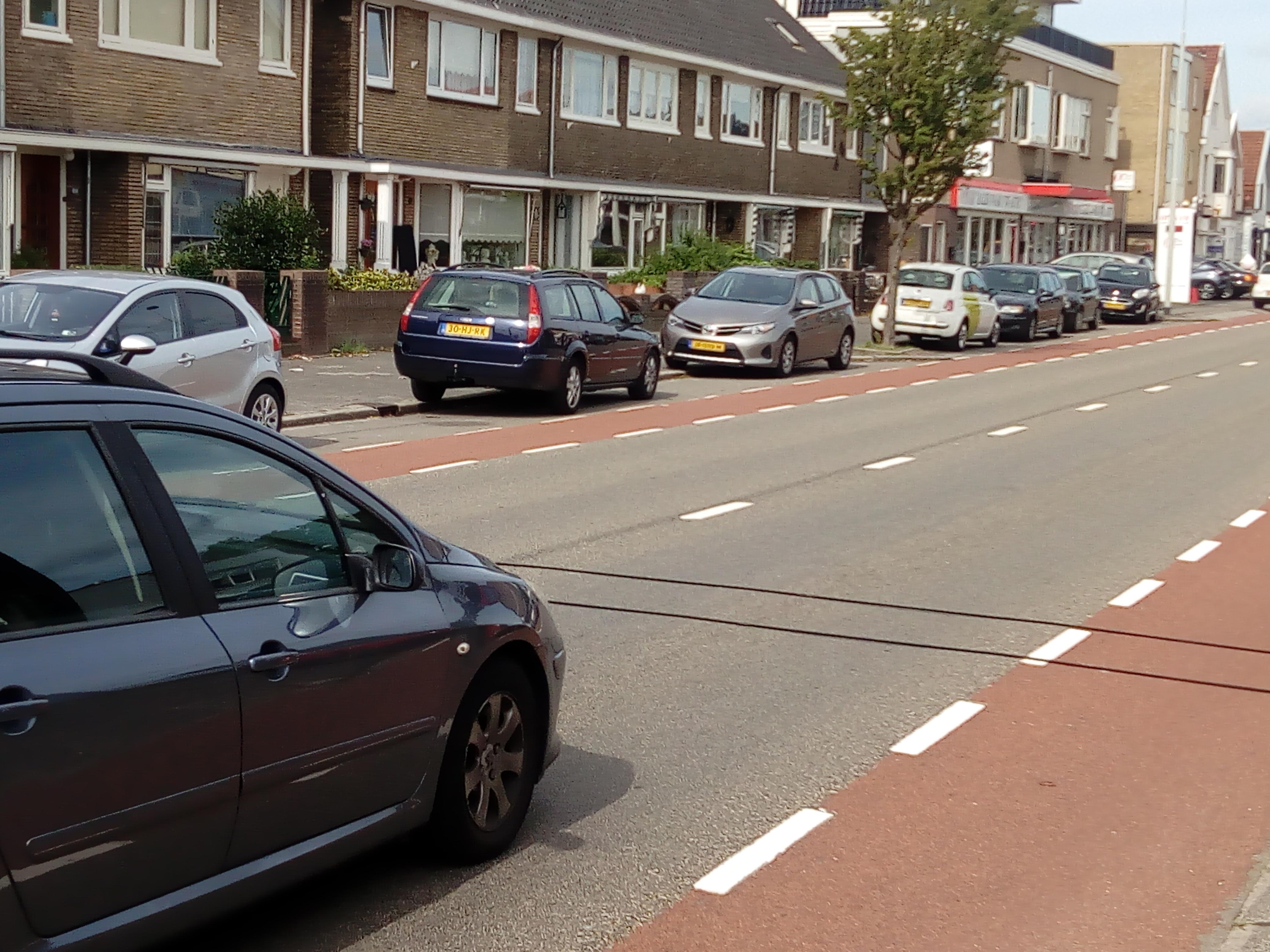 Een auto rijdt over een van de meetsystemen waarmee de verkeerstellingen worden uitgevoerd. (Foto: Bos Media Services)