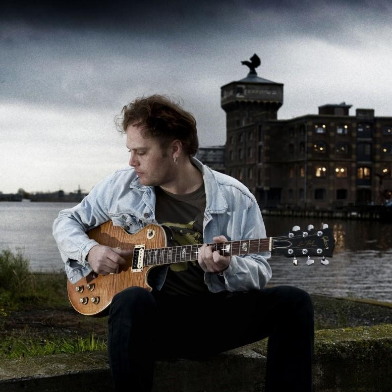 Ruben Hoeke werd in 2014 door muziekblad 'Gitarist' uitgeroepen tot beste blues- en rockgitarist van de Benelux. (Foto: Aangeleverd)