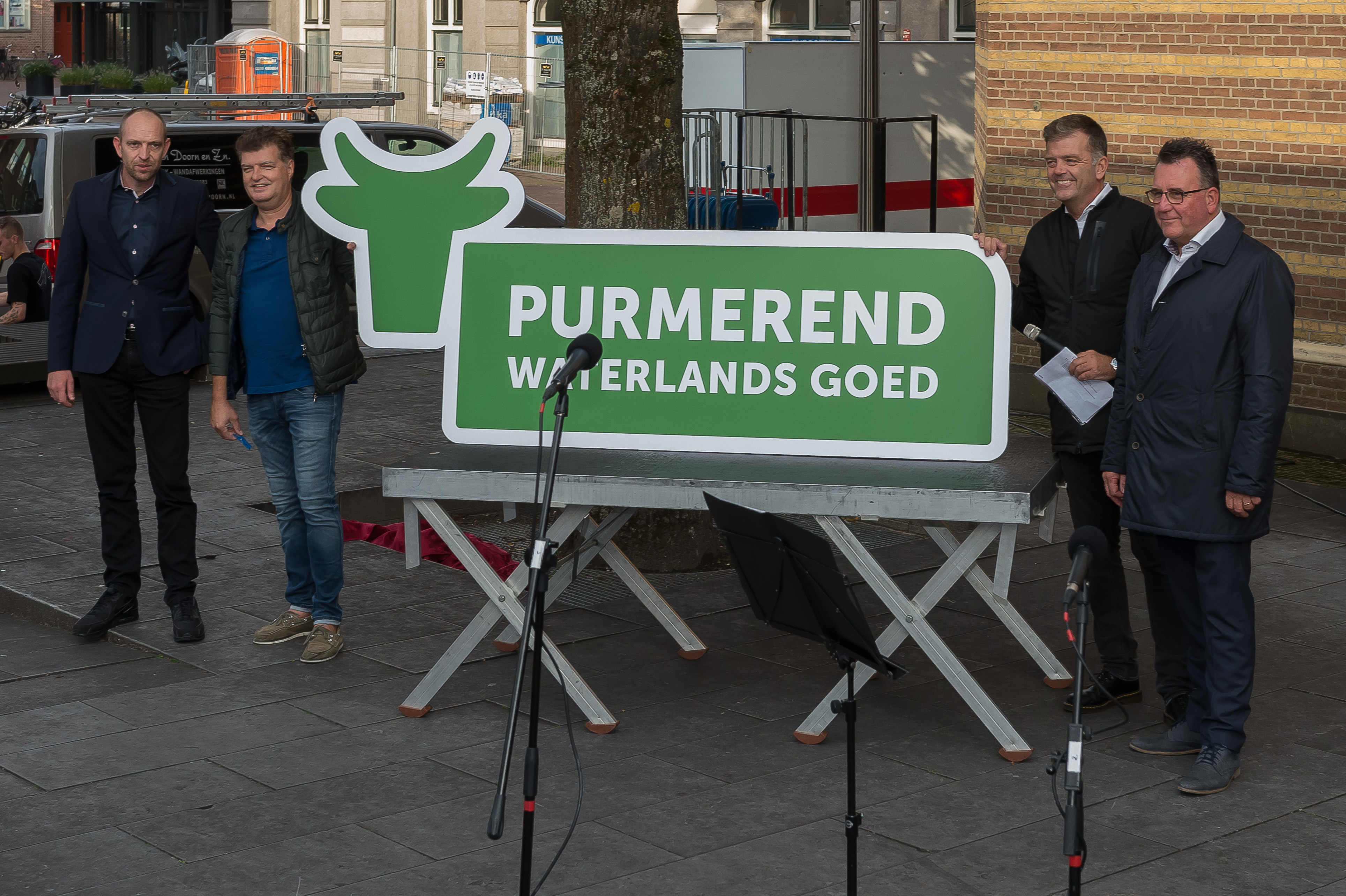 Volgens de initiatiefnemers van citymarketing gebeurt er al heel veel in Purmerend. Zoals destijds het muziekfeest van de Tros met onder andere Jan Smit. Een barstensvolle Koemarkt was hier getuige van. (Foto: Han Giskes)  rodi.nl © rodi