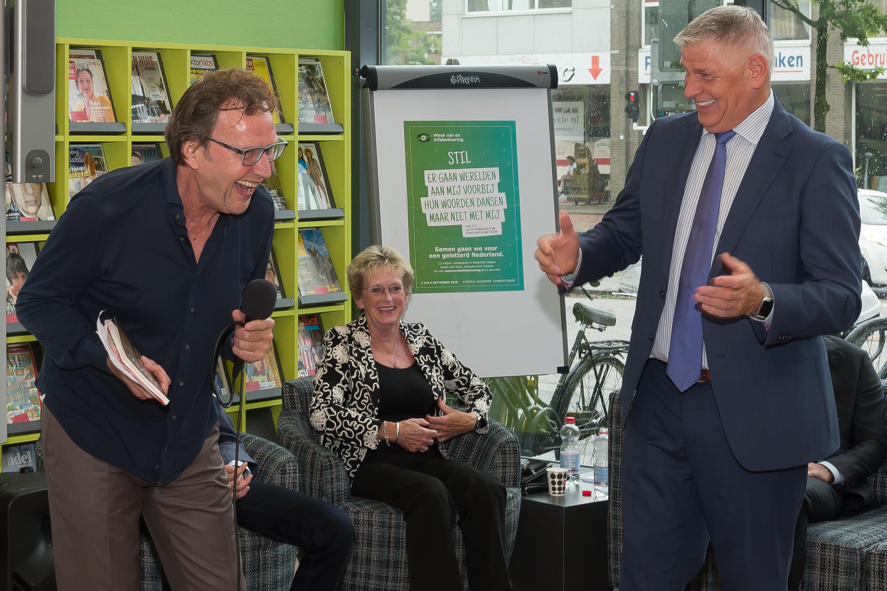 Tv-presentator en programmamaker Cees Grimbergen en Cees Baerts gieren het uit na de onthullingen van de Purmerender. (Foto: Han Giskes)