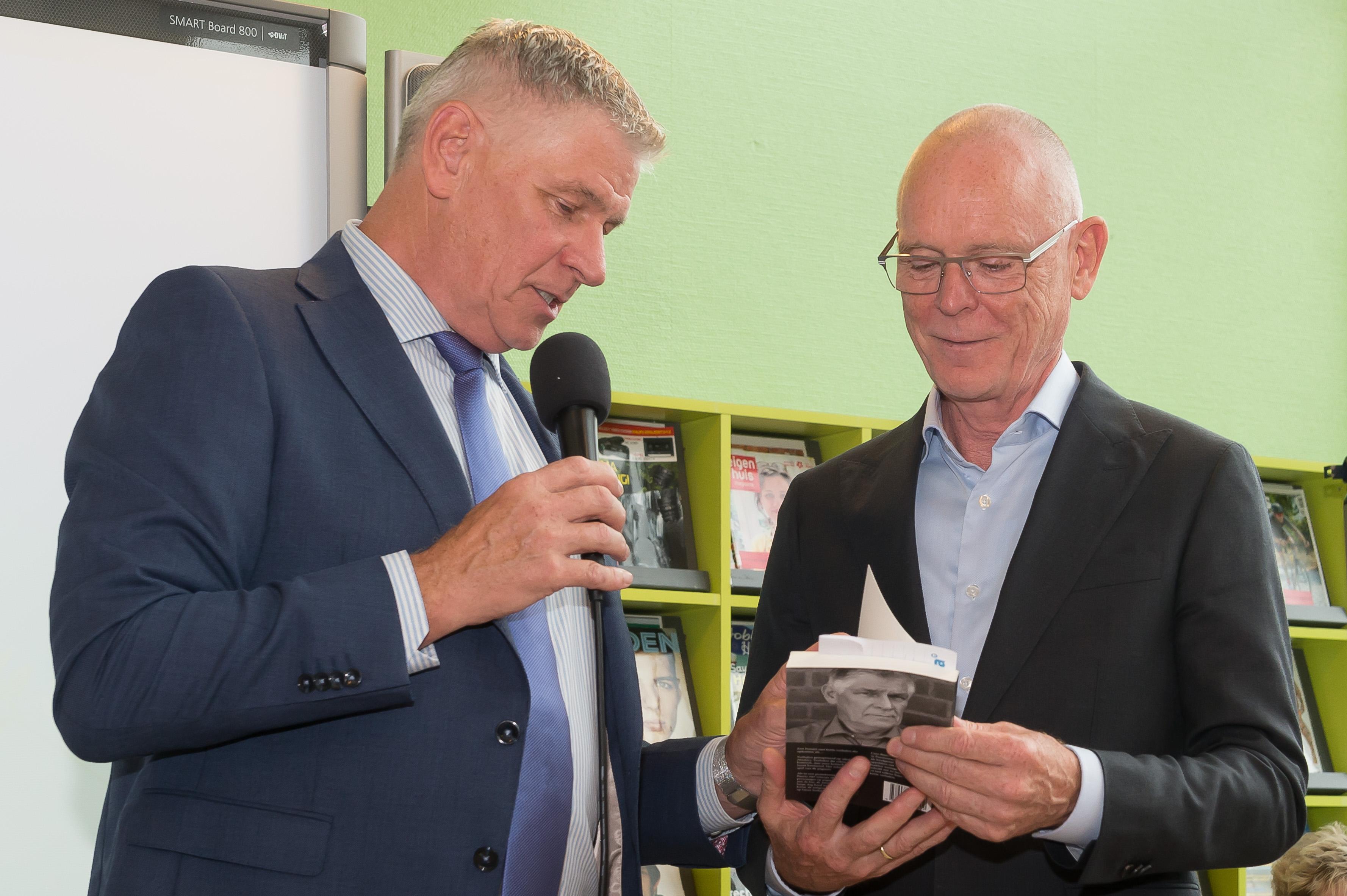 Tv-presentator en programmamaker Cees Grimbergen en Cees Baerts gieren het uit na de onthullingen van de Purmerender. (Foto: Han Giskes) rodi.nl © rodi
