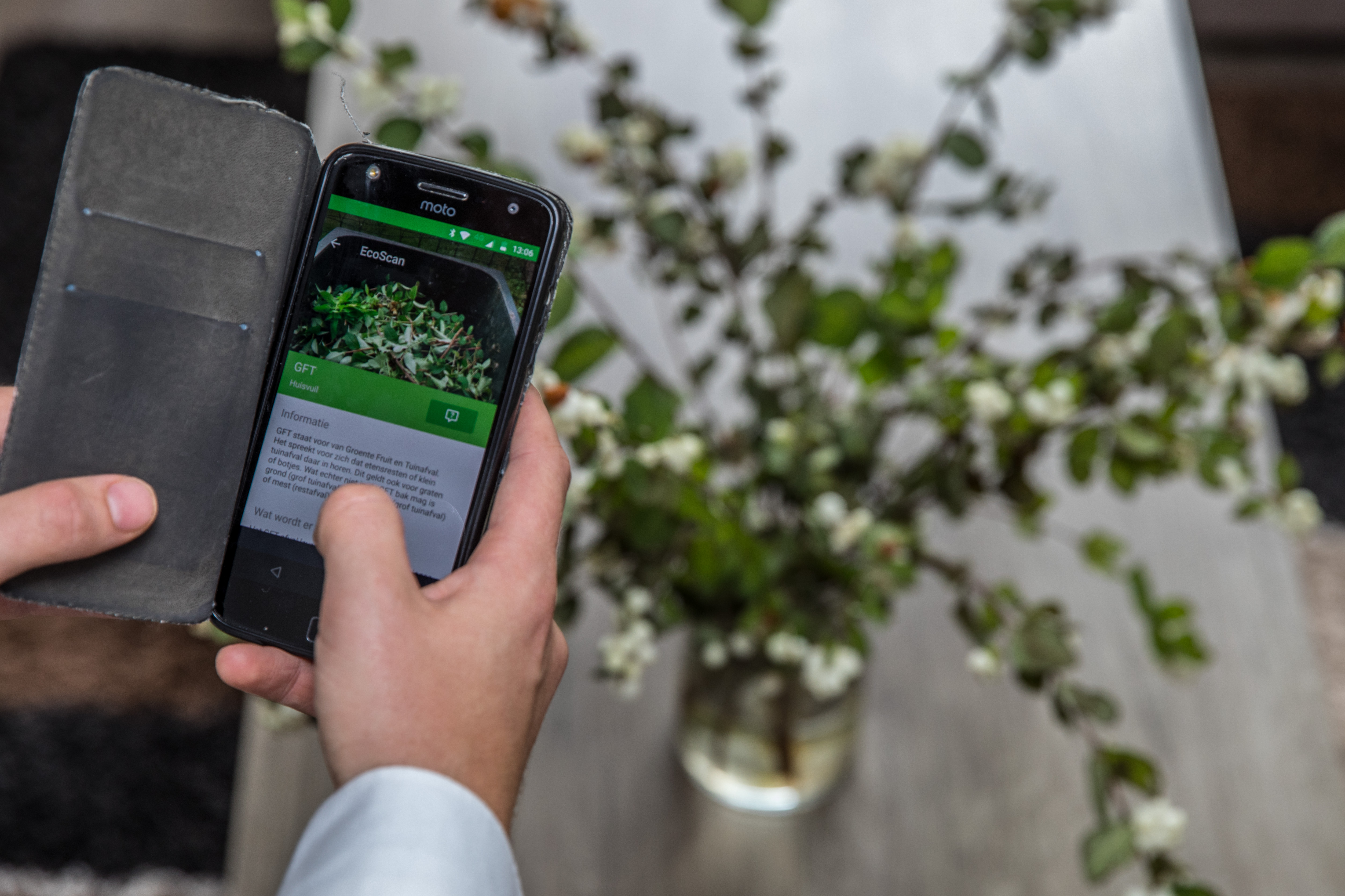 Rick Buiten uit Enkhuizen heeft de EcoScan ontwikkeld: een app die vertelt in welke prullenbak je afval kunt gooien. (Foto: Vincent de Vries/RM) rodi.nl © rodi