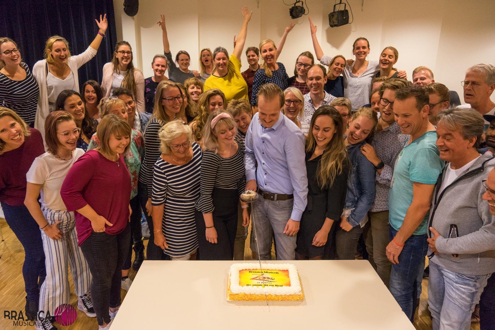 De nominatie voor de Amateur Musical Awards werd gevierd met taart. (aangeleverde foto)