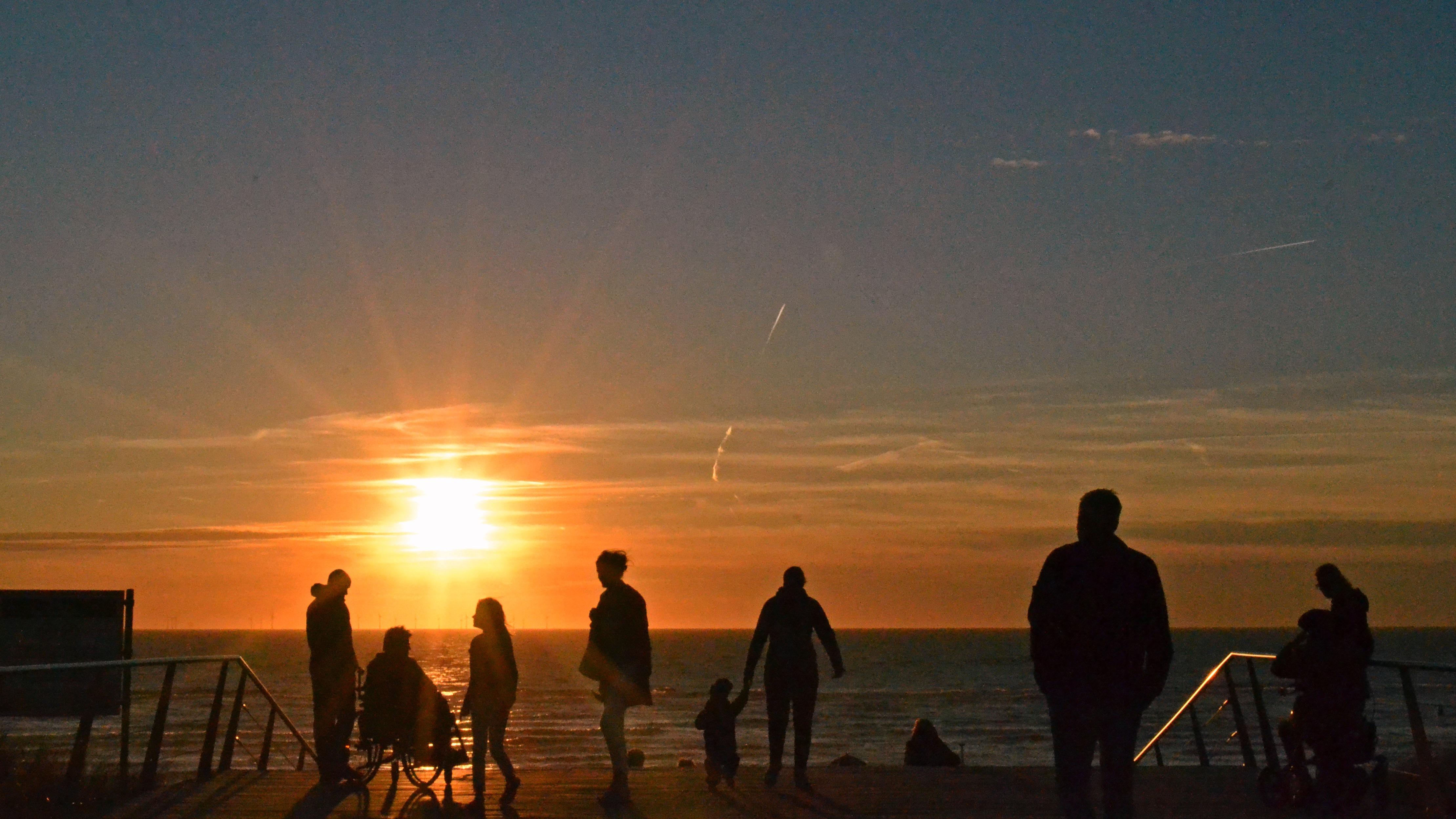 Stralende zonsondergang in Egmond aan Zee (Foto: Sjef Kenniphaas)