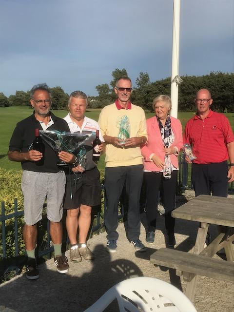 Op de foto van links naar rechts Eli Saliha Dirk Bloothoofd Henk Kennedy Tilly Koning (sponsor De Spinse) Peter Schmidt. (Foto: aangeleverd).