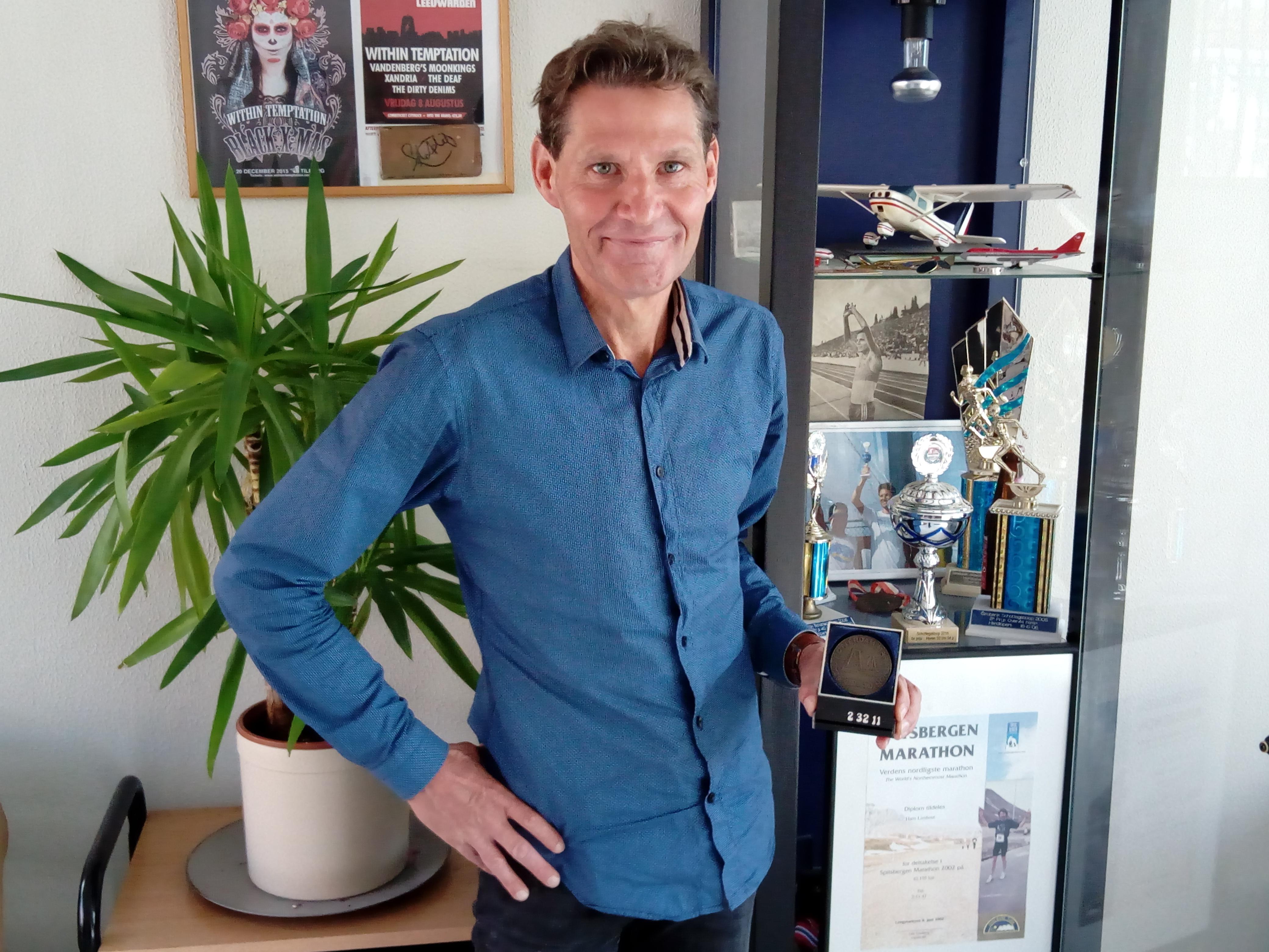 Hans Lieshout koestert dierbare herinneringen aan zijn marathonoverwinning in Spitsbergen (2002) en het gelopen clubrecord (2.32.11) van AV DEM in Rotterdam (1985). (Foto: Bos Media Services)