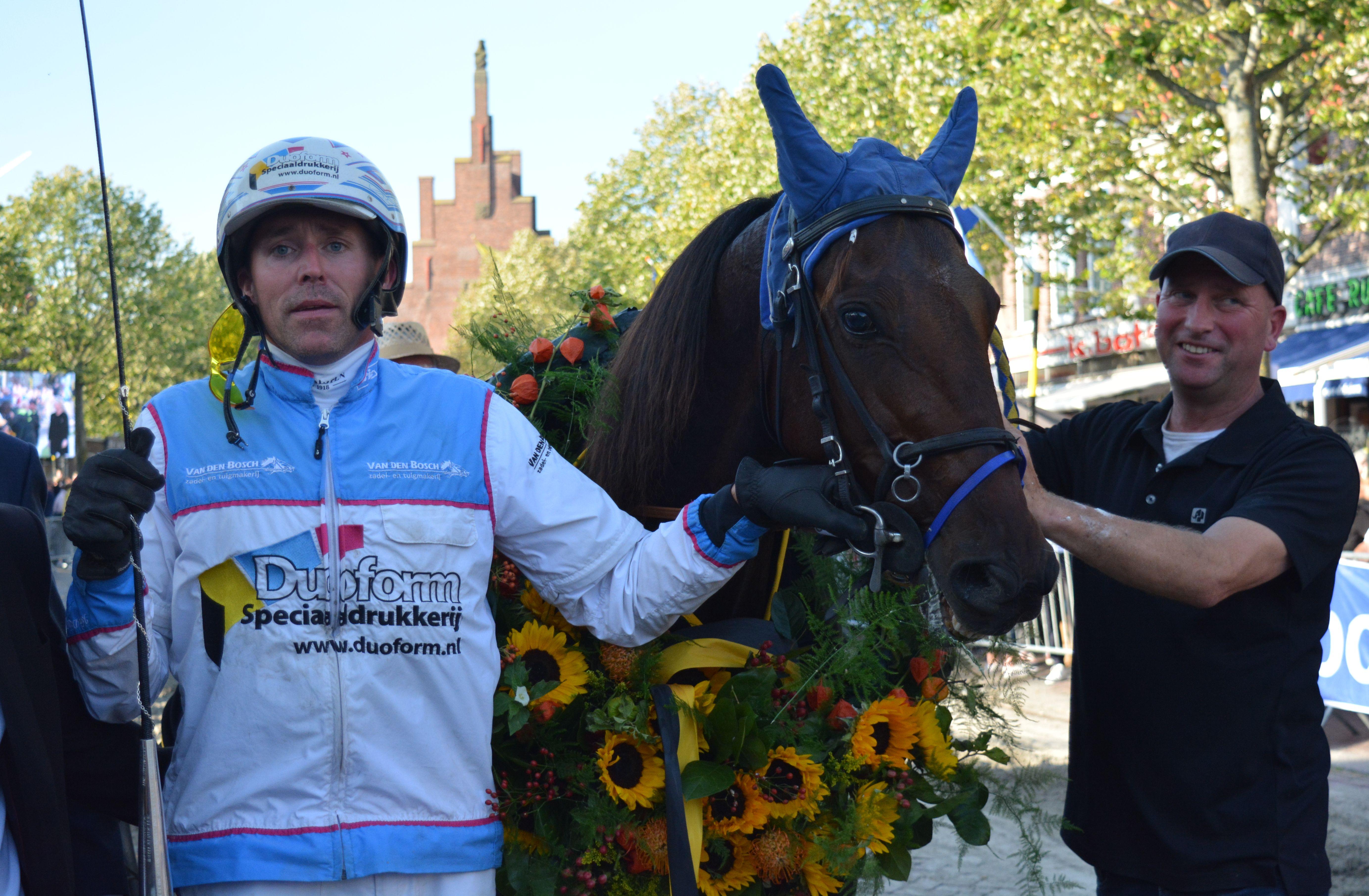 John Dekker en Boucher le Blanc als overwinnaars van de draverij van Medemblik. (Foto: aangeleverd)