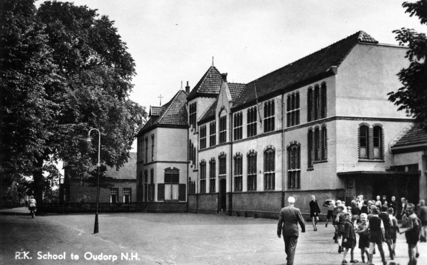De St. Josephschool aan de Herenweg in vroeger tijden (circa 1952). (Foto: aangeleverd)