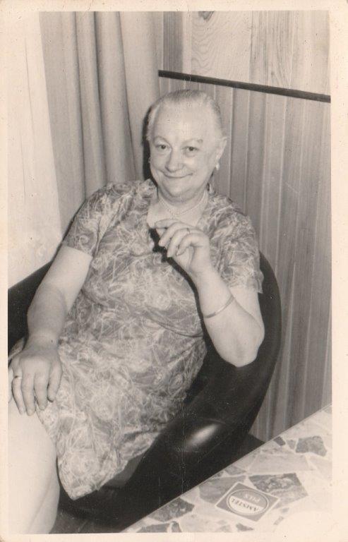 Anneke Grӧnloh (7 Juni 1942 – 14 September 2018) en Aagje De Boer-Bakker. (Foto's: aangeleverd) rodi.nl © rodi