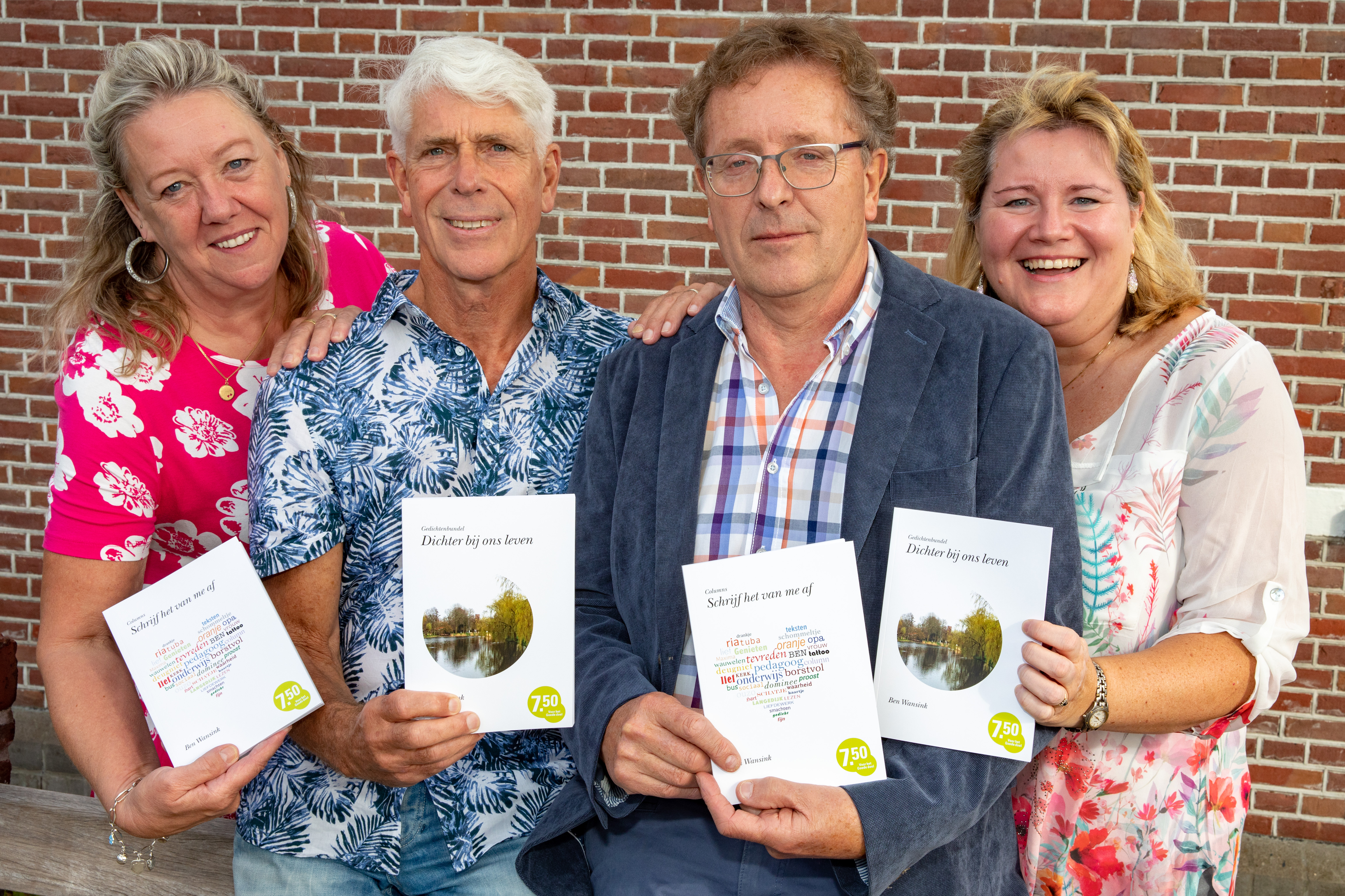 V.l.n.r. Iet van de Berg (seniorencoach Wonen Plus Welzijn), Guido Lamm (zanger), Ben Wansink (auteur) en Marieke Neesen (St. Lief Langedijk). (Foto: Vincent de Vries/RM)
