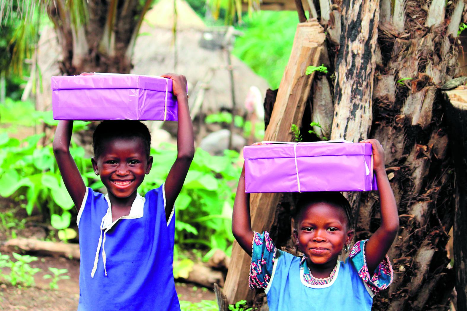 Het ontvangen van een versierde en gevulde schoenendoos is voor deze kinderen heel bijzonder. (Foto: archief Rodi Media)