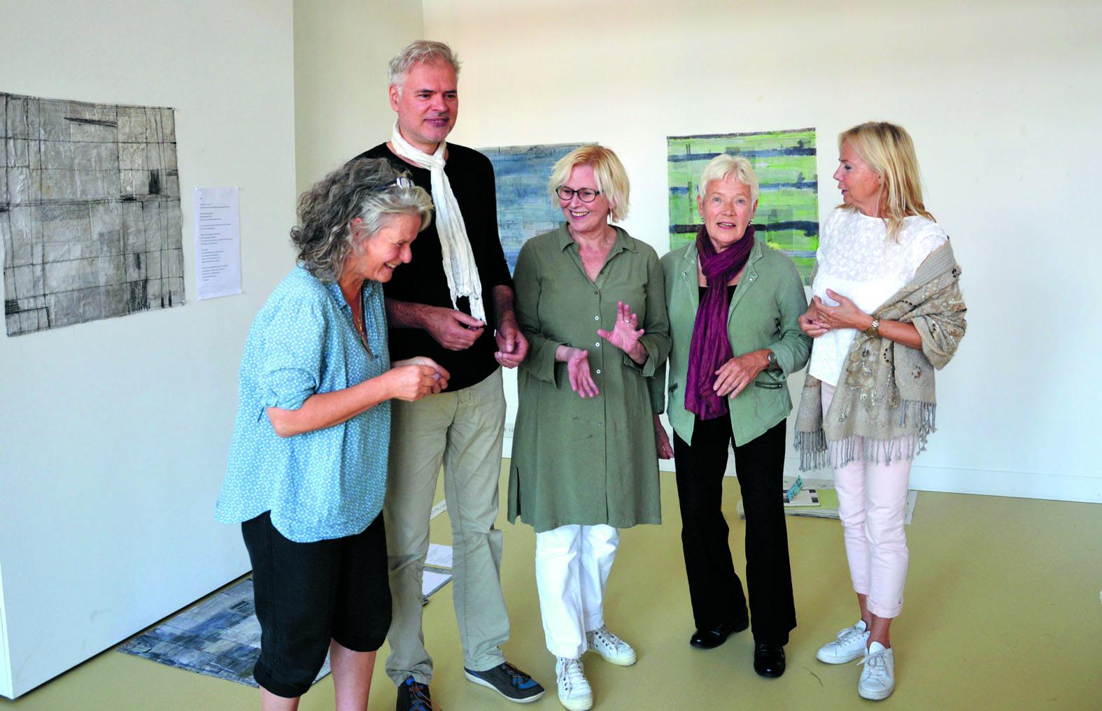 V.l.n.r. Elly Stolwijk, Michel Duijves, Petra Talsma, Marietje van Rossen, Karin ten Cate. (Foto: aangeleverd)