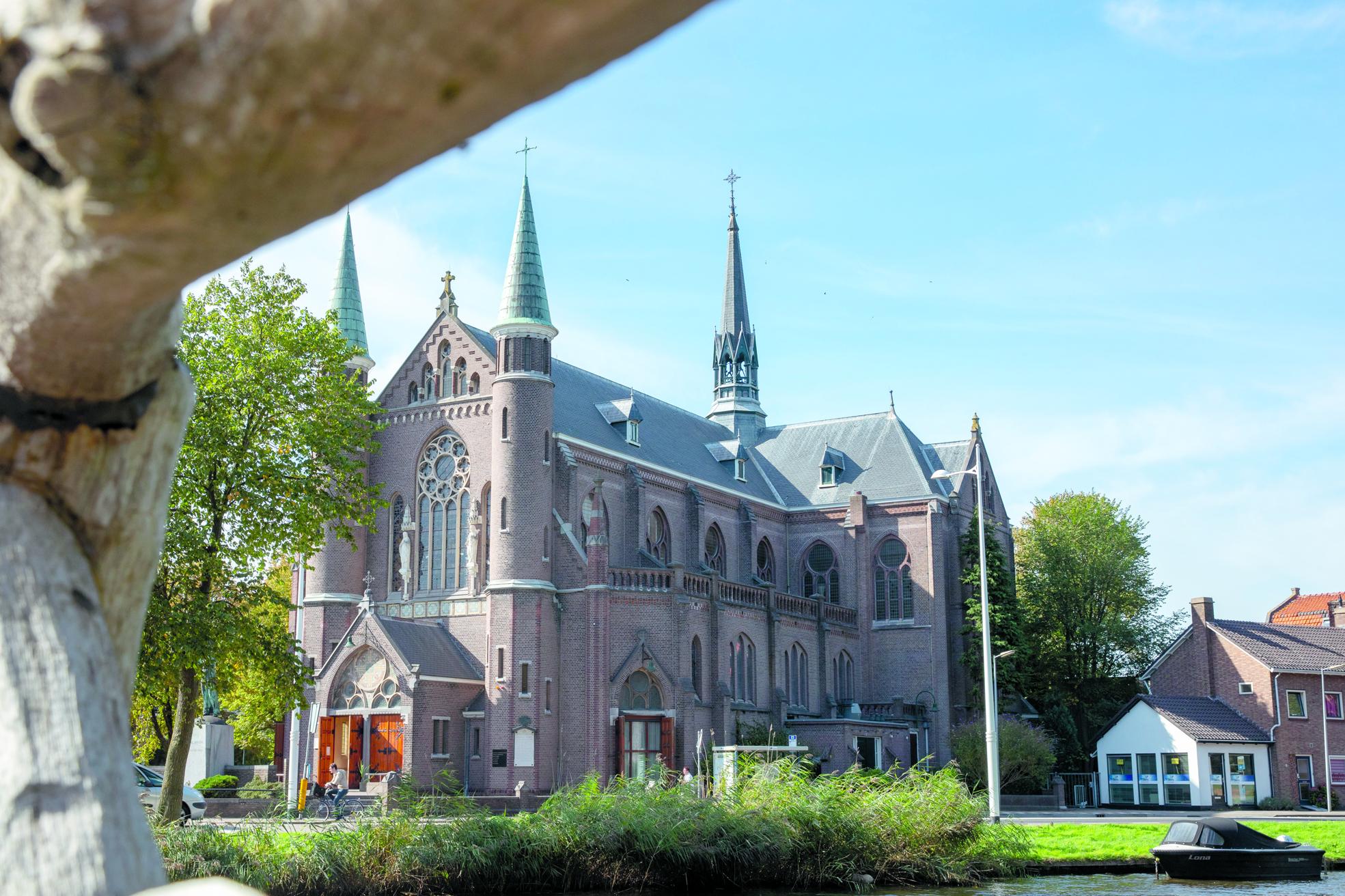 De Sint Josephkerk wordt voorzien van zeven appartementen. (Foto: Vincent de Vries/RM)