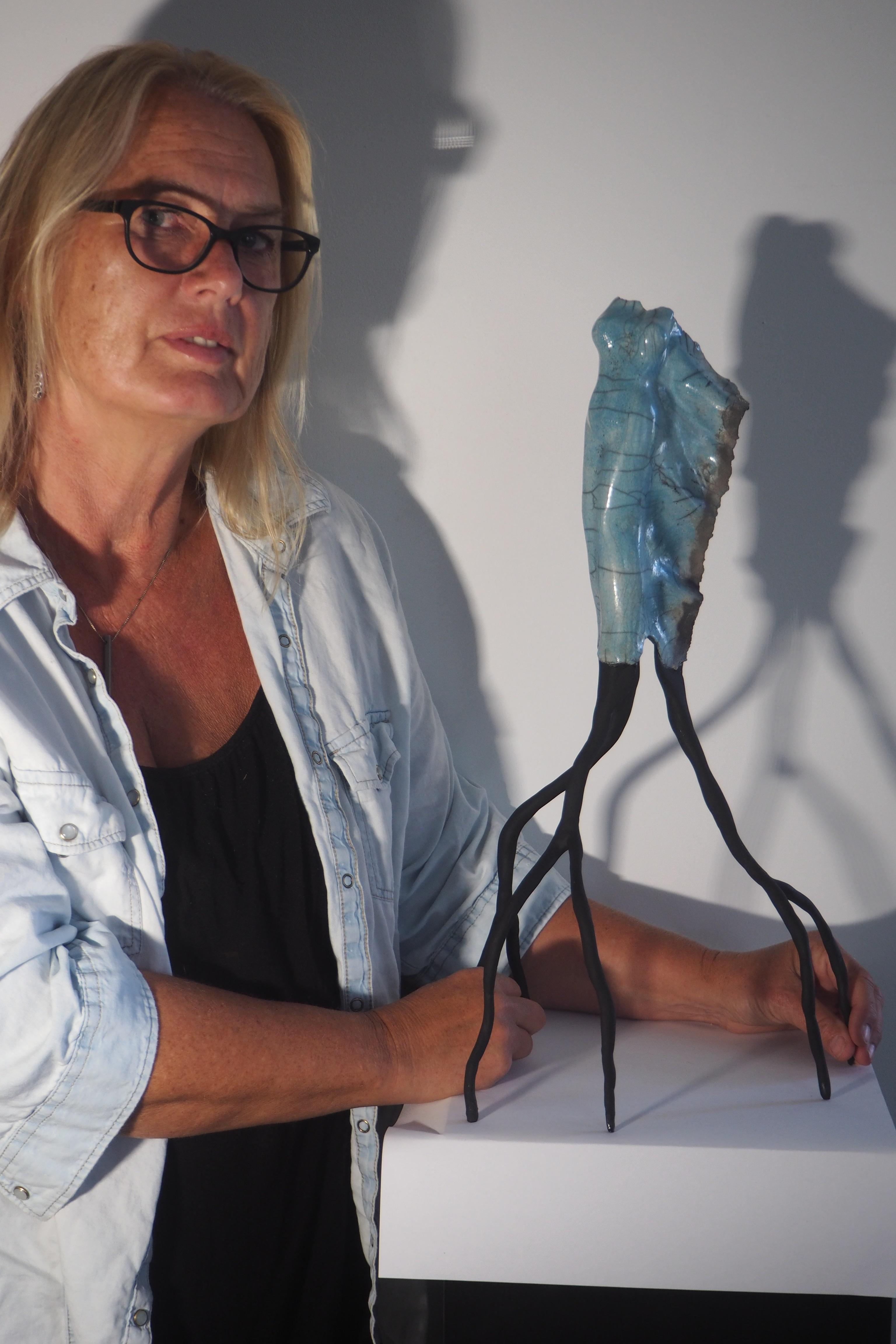 Karin Stevers met een van haar werken. (Foto: aangeleverd)