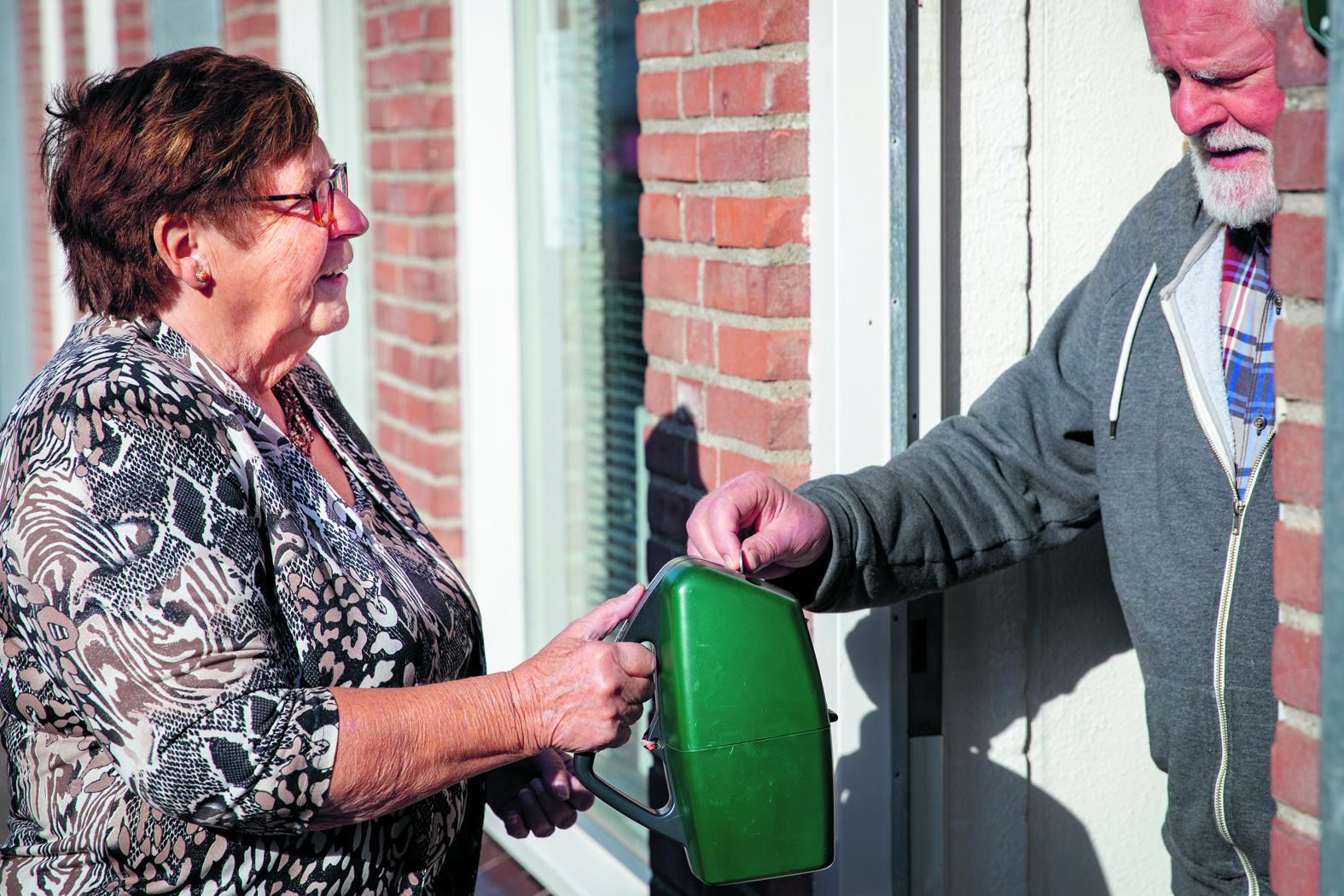 Wil Reemst blijft nog op kleine schaal collecteren. (Foto's: Vincent de Vries/RM). rodi.nl © rodi