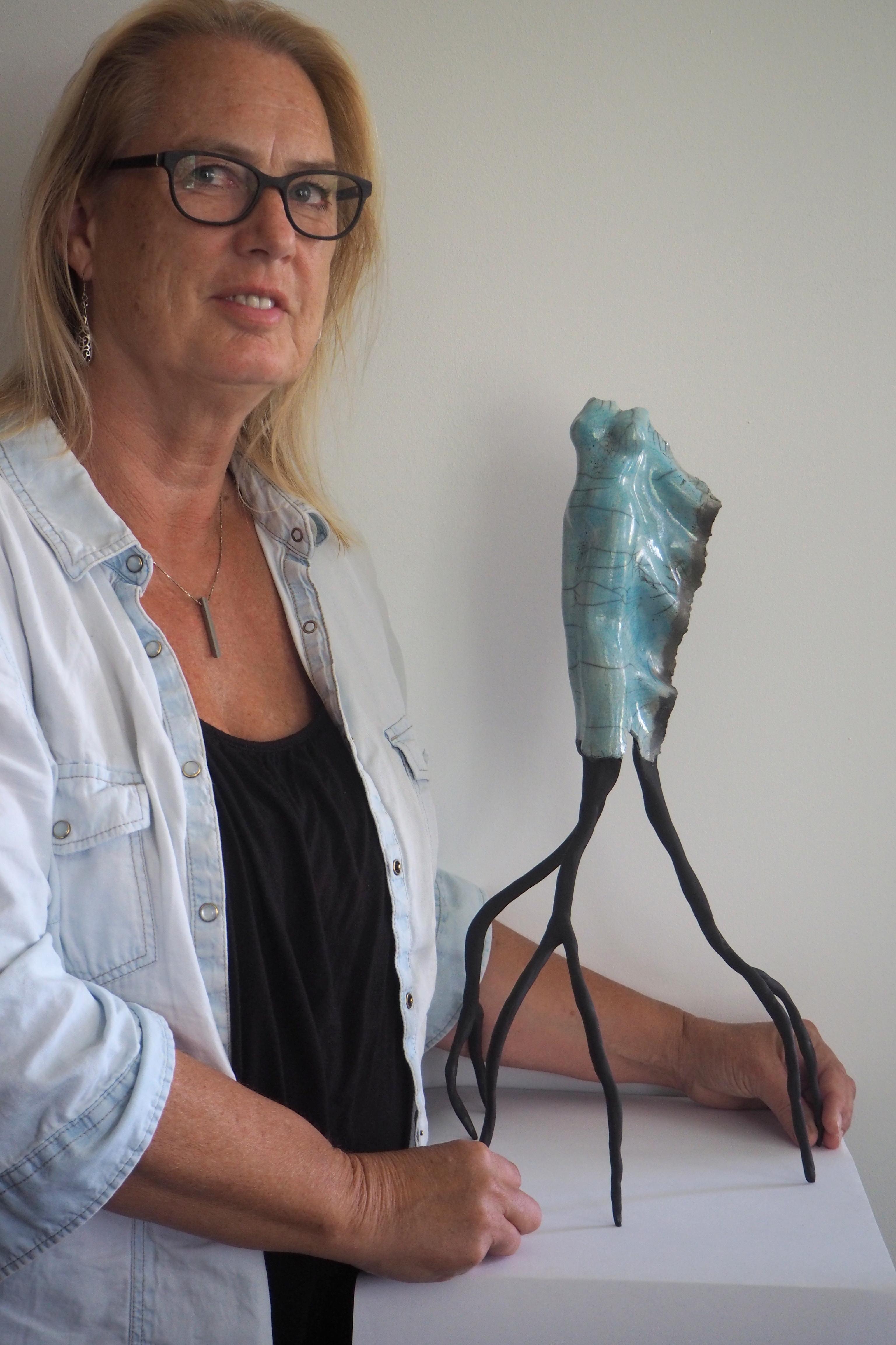 Karin Stevers met een van haar werken. (Foto: aangeleverd) rodi.nl © rodi