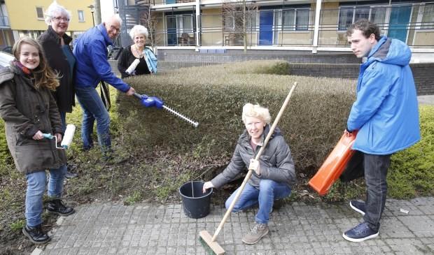 Vrijwilligers in actie namens Stichting Present. (Foto: Lisette Kreijger)