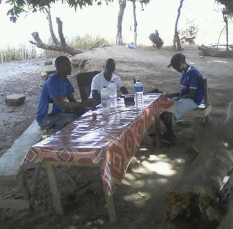 In het dorp Janjanbureh Gambia hebben ze niet veel. Spullen zijn welkom.  (Foto: aangeleverd)
