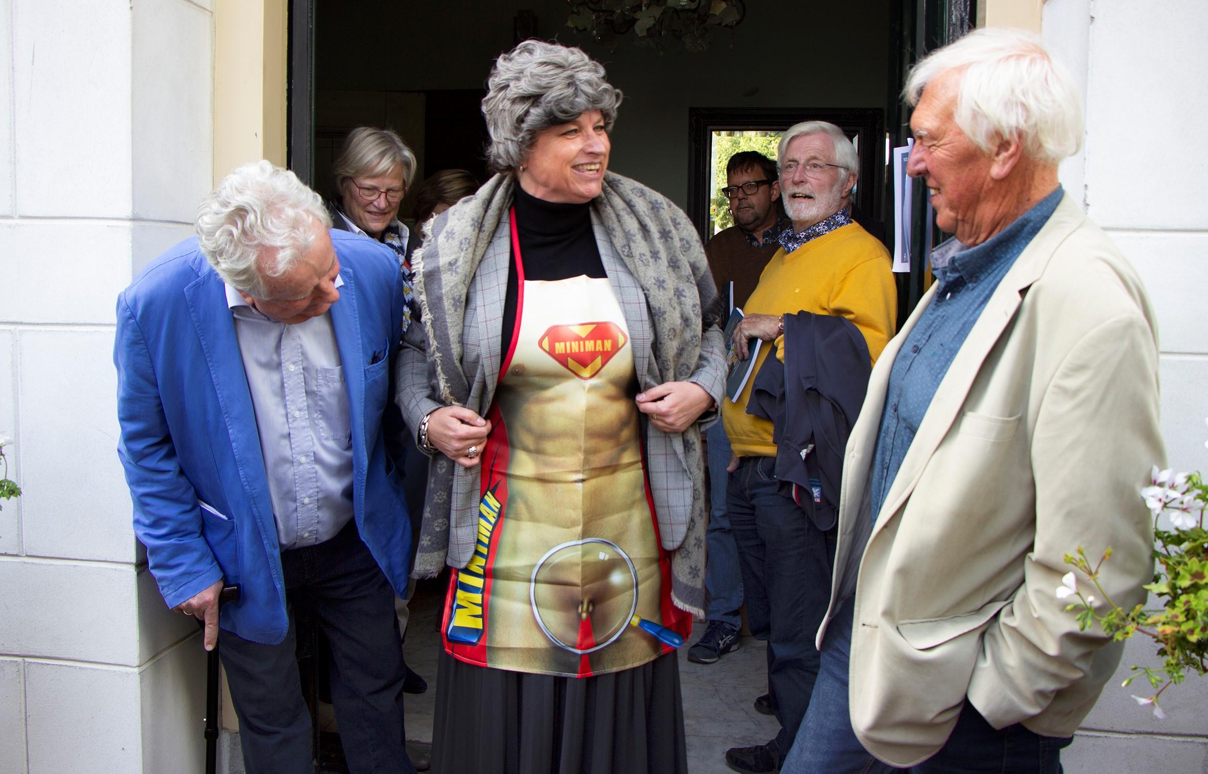 'Femme fatale' Bianca (Nunnink) met links Wim Bitter en rechts Wim Kersten. (Foto: Kees Reniers)