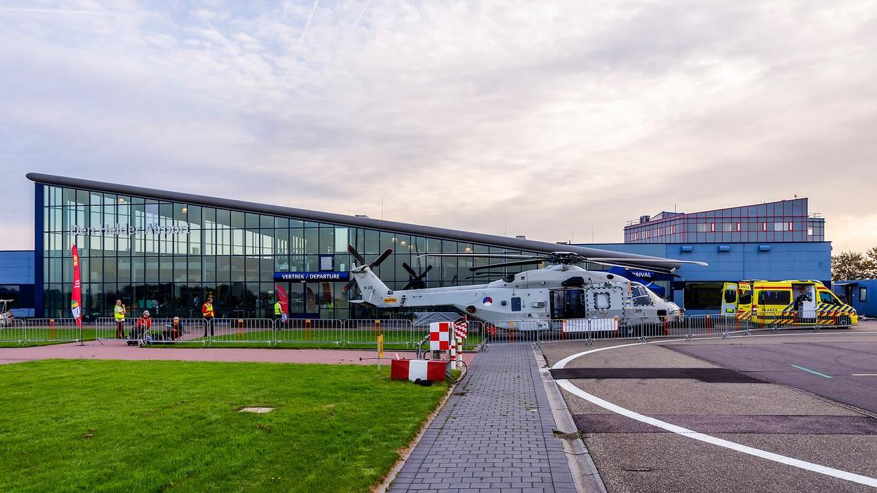 Tijdens de Hoogvliegerdag genieten vaders en zonen op Den Helder Airport. (Foto: Stichting Hoogvliegers) rodi.nl © rodi