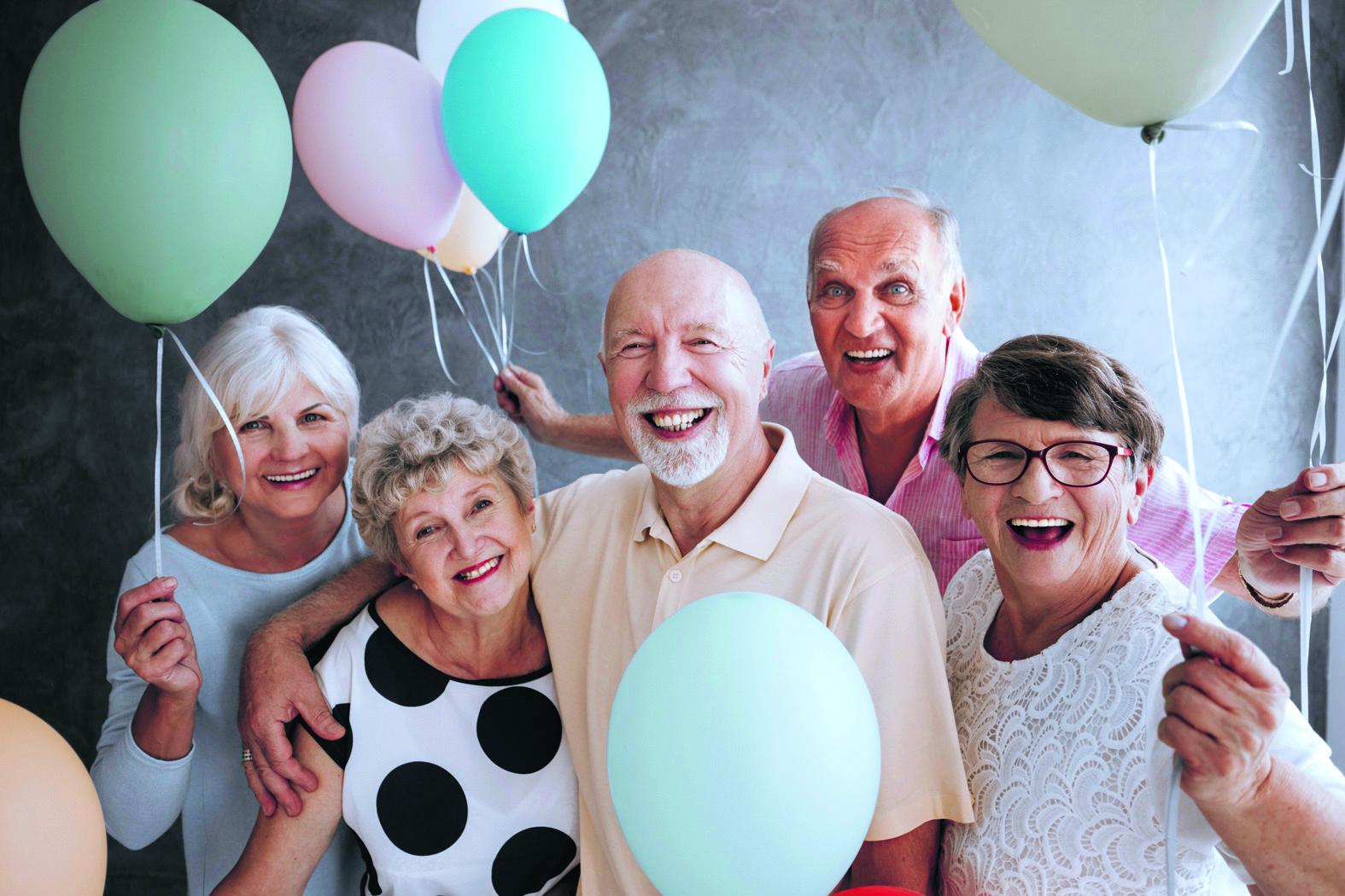 De Seniorendag wordt 25 oktober gehouden in De Lindehof in Hoogwoud. Mis deze gezellige dag niet! (Foto: AdobeStock)