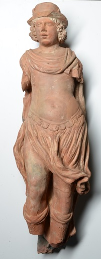 Tijdens een archeologische opgraving aan de Romeinstraat in het centrum van de VOC-stad Enkhuizen werd bij toeval een nagenoeg compleet beeld van de Romeinse god van de handel Mercurius gevonden. (Foto: aangeleverd) rodi.nl © rodi