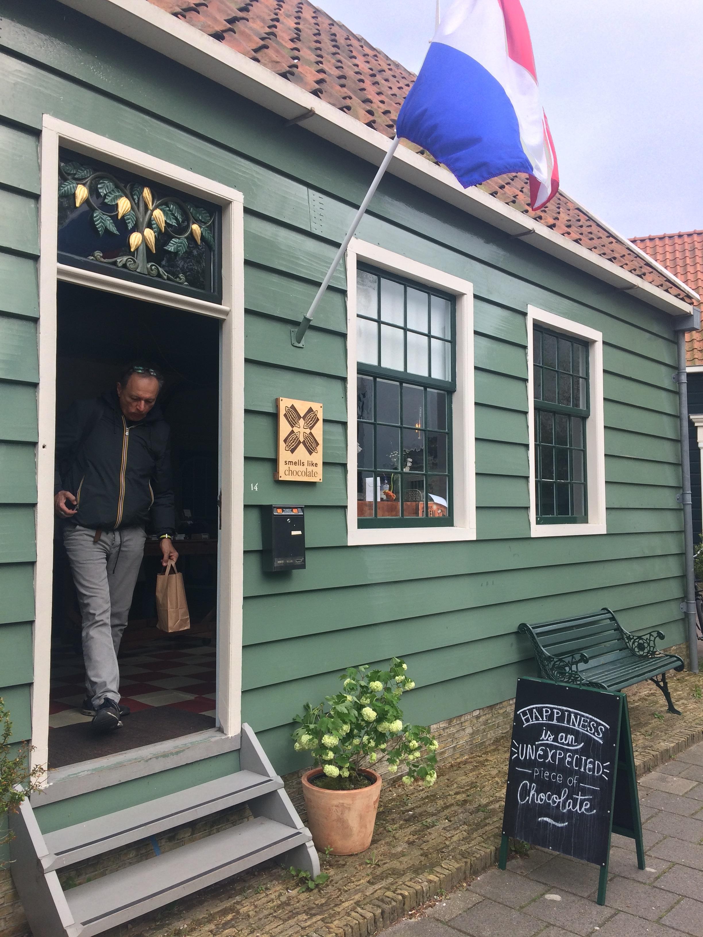 Zaansmakenmaker cacao boutique Smells like Chocolate aan Lagedijk 14 in Zaandijk. (Foto: Yvette van der Does)