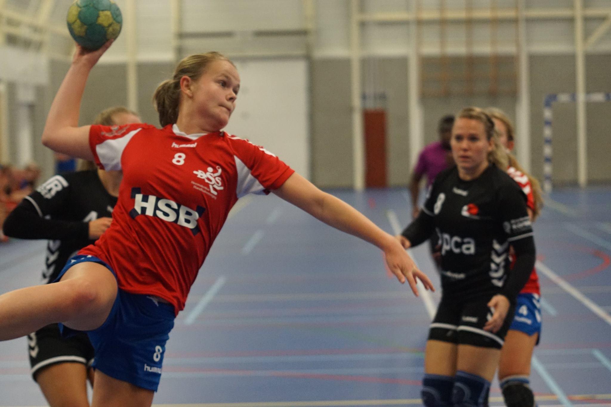 Jessie van Lieshout scoort voor DSS vanaf de rechterhoek. (FOTO: DSS)