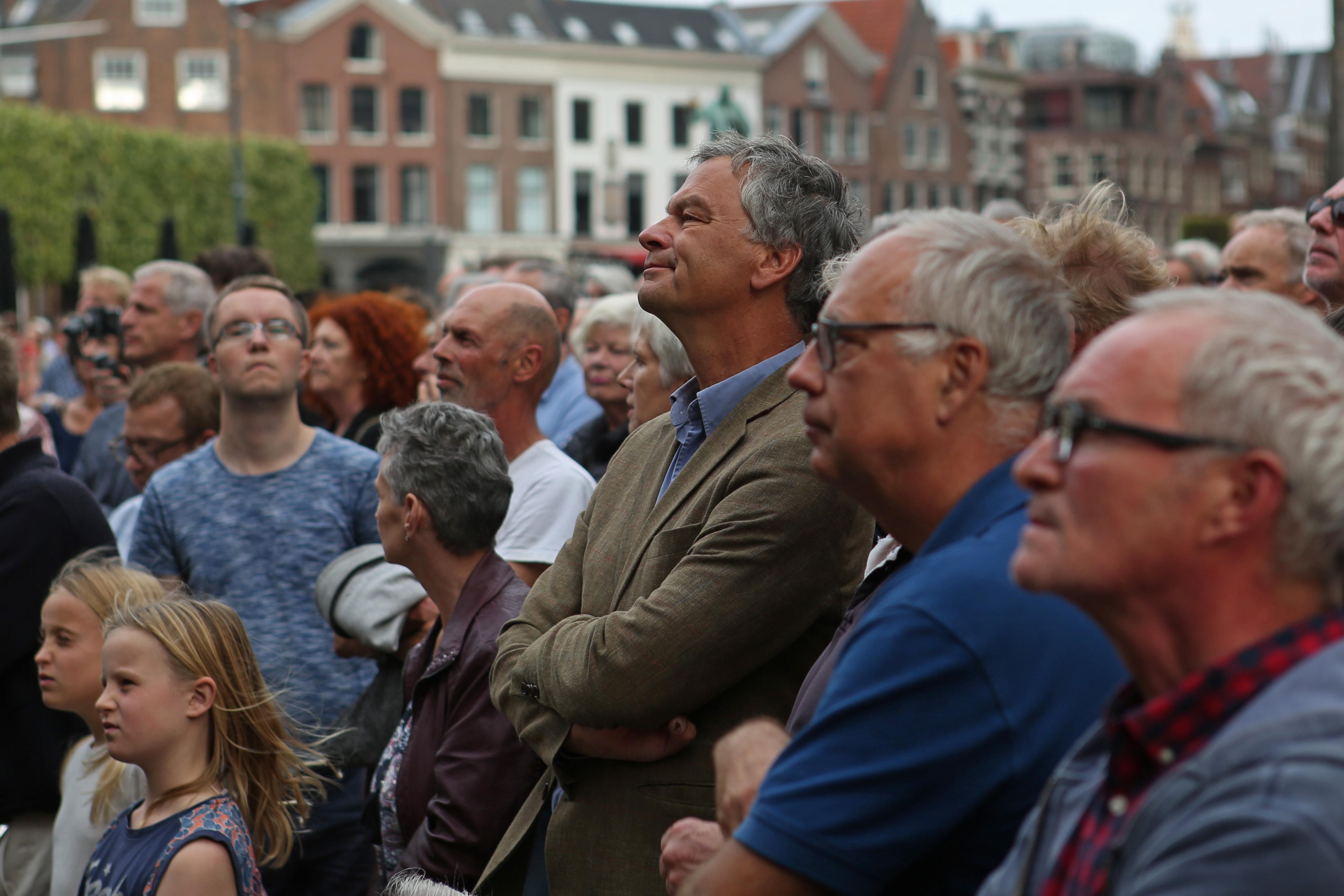 Onder toezicht van zwaarbewapende politie verliep de manifestatie op de Grote Markt vredig. (Foto: Rowin van Diest) rodi.nl © rodi