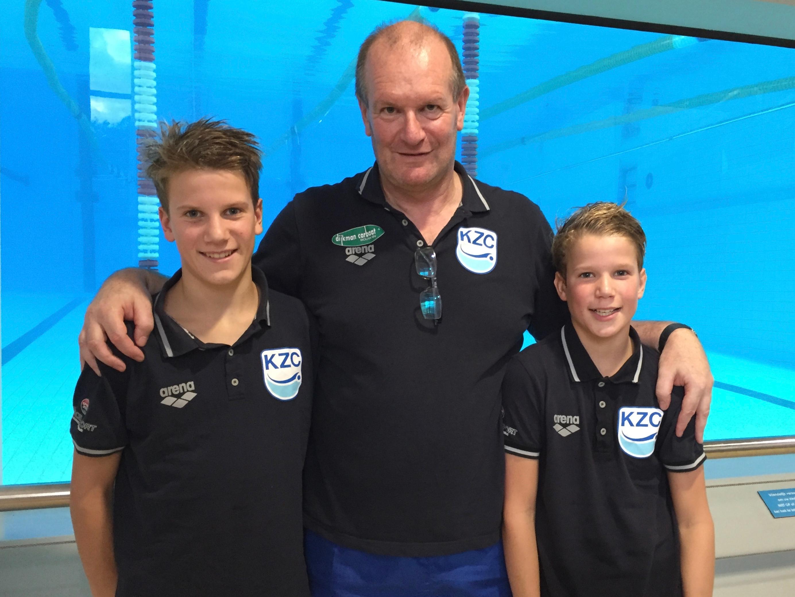 van links naar rechts Tycho de Jonge, trainer Paul Martens en Feico de Jonge. (FOTO: AANGELEVERD)