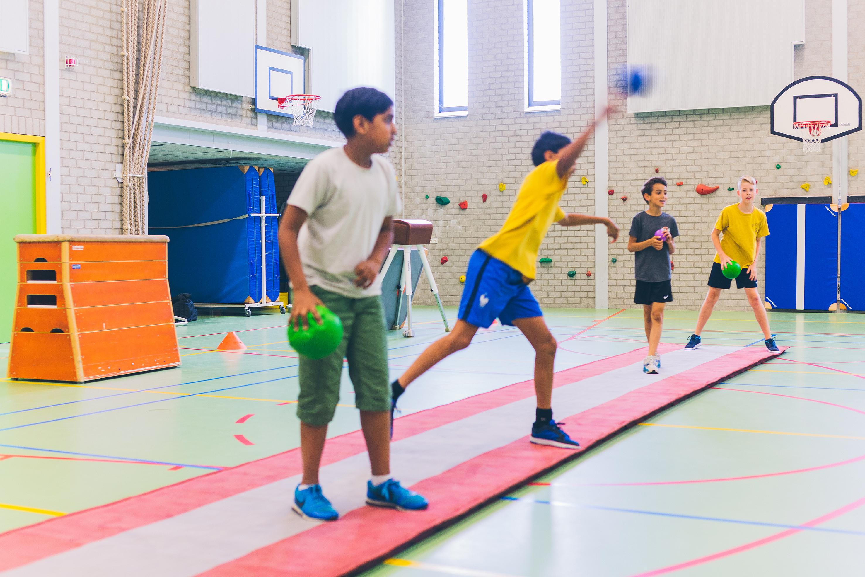 Trefbal is een van de sporten die tijdens de lessen aan bod komen. (FOTO: AANGELEVERD)