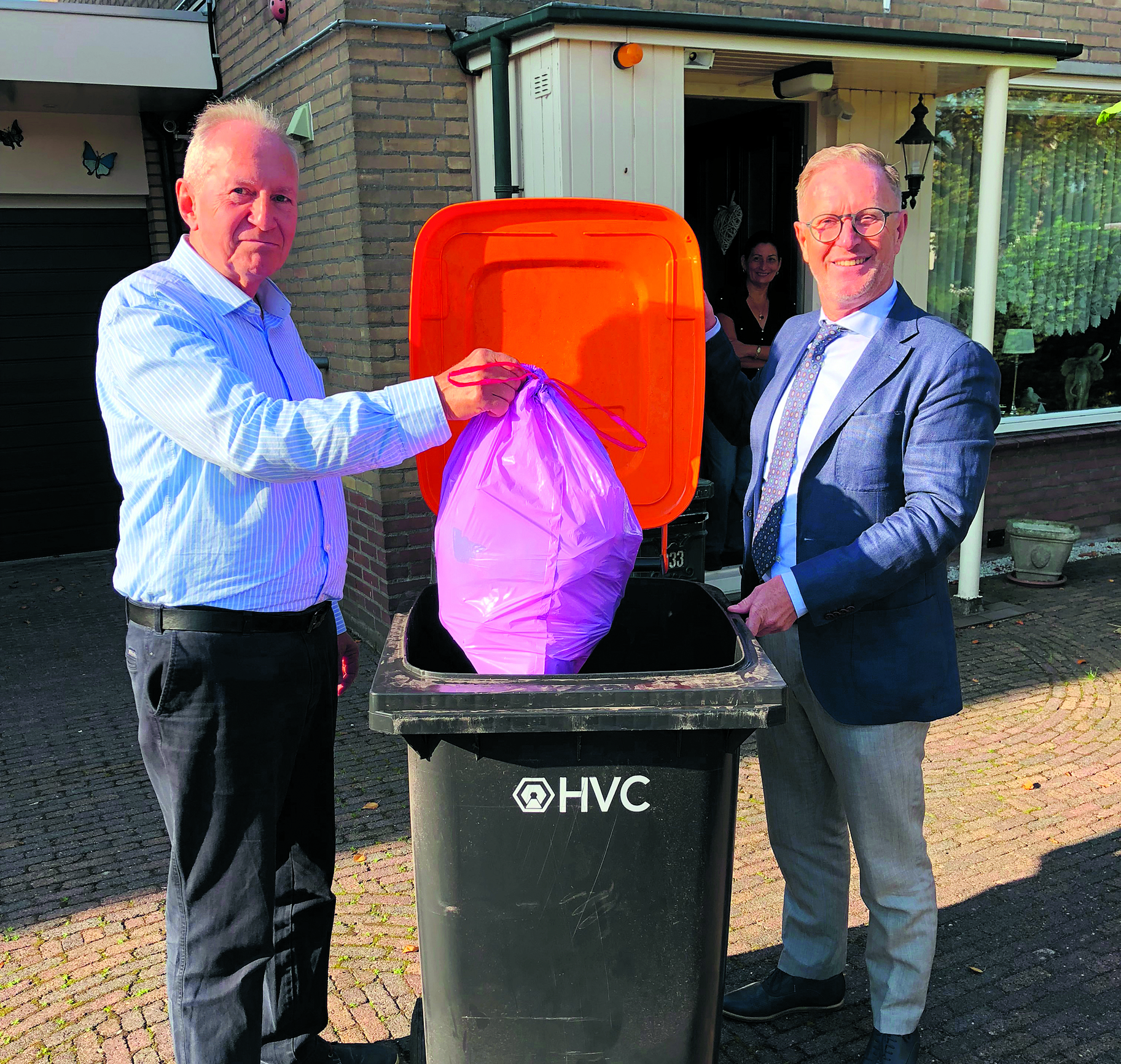 De inwoners van Zuidbroek Oosterwijk krijgen een bak voor plastic, blik en drinkpakken. (foto aangeleverd)