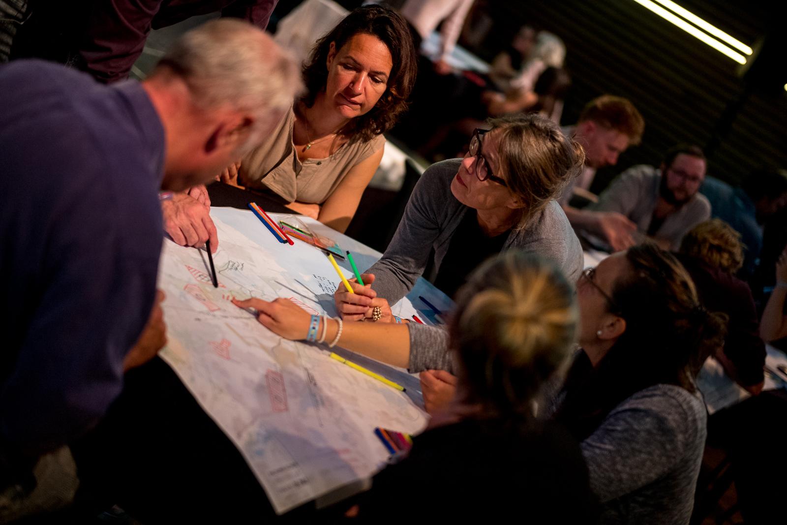 Zaanse trendsetters, voorlopers, doorzetters en doeners komen bijeen in Café Fabriek in Zaandam. (Foto: Vincent van Kleef/WeMakeThe.City)