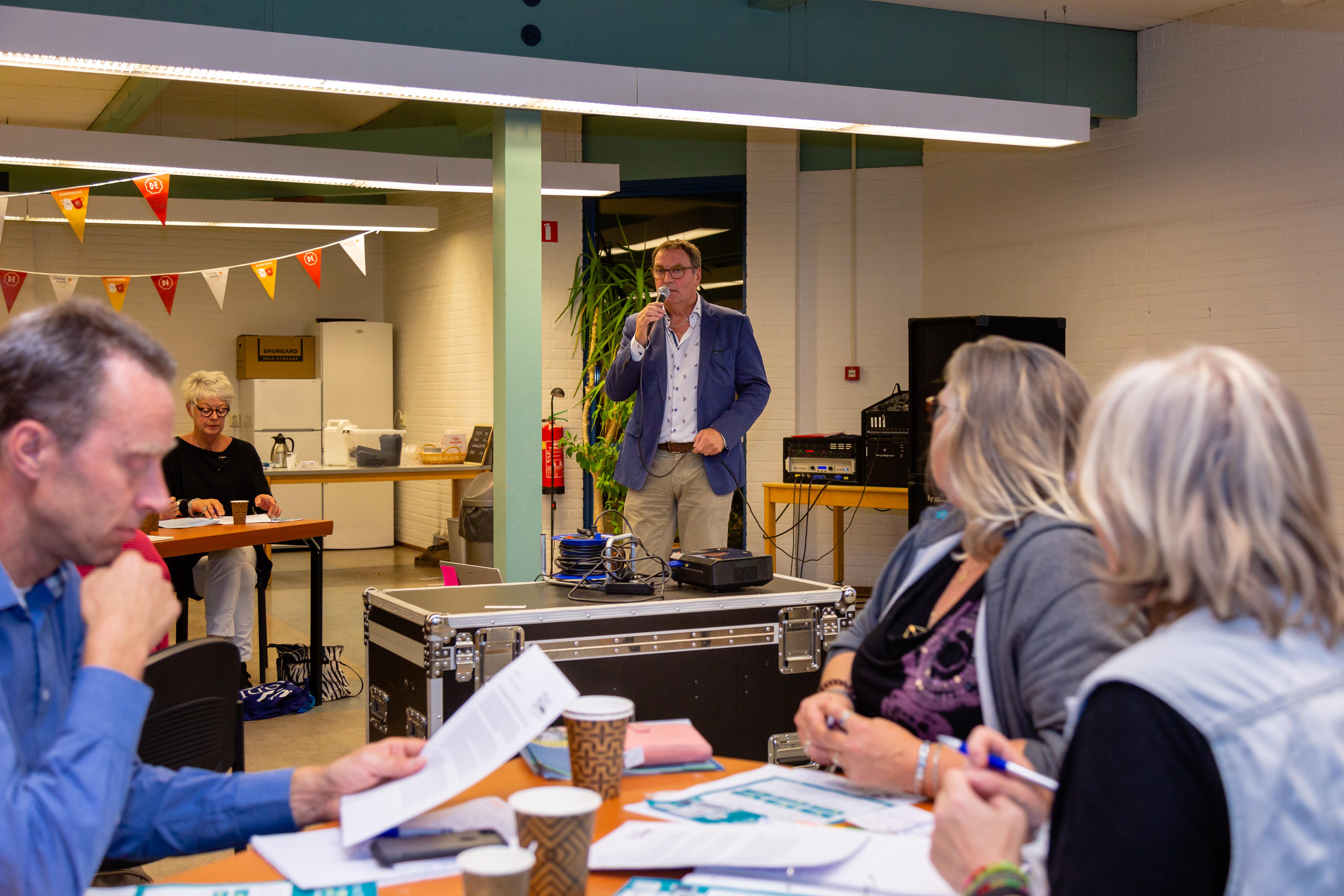 Rodi-redacteur John Bontje neemt de aanwezigen mee in de wereld van het (ideale) persbericht. (Foto: Els Broers)