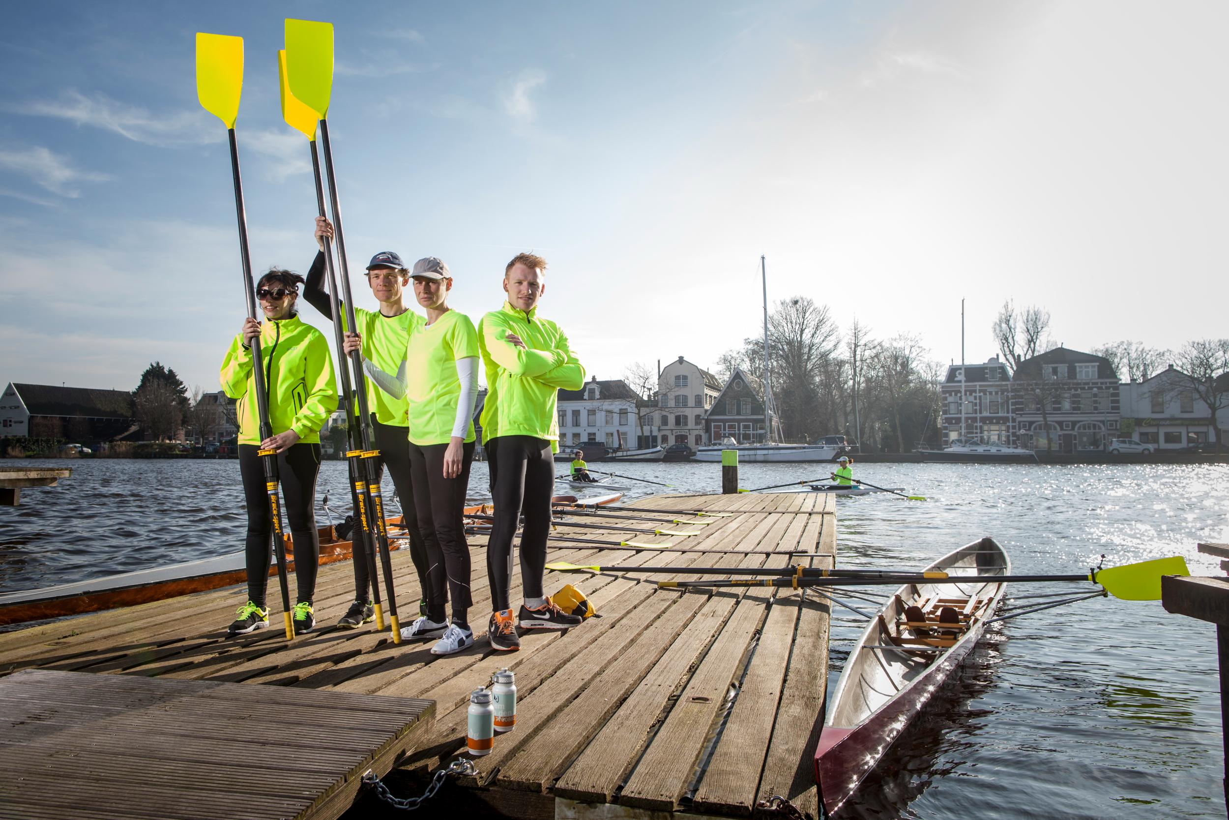 Veiligheid op het water heeft bij Zaankanaries hoge prioriteit. Vandaar de fluorescerend gele shirts en riemen. (Foto: Zaankanaries)