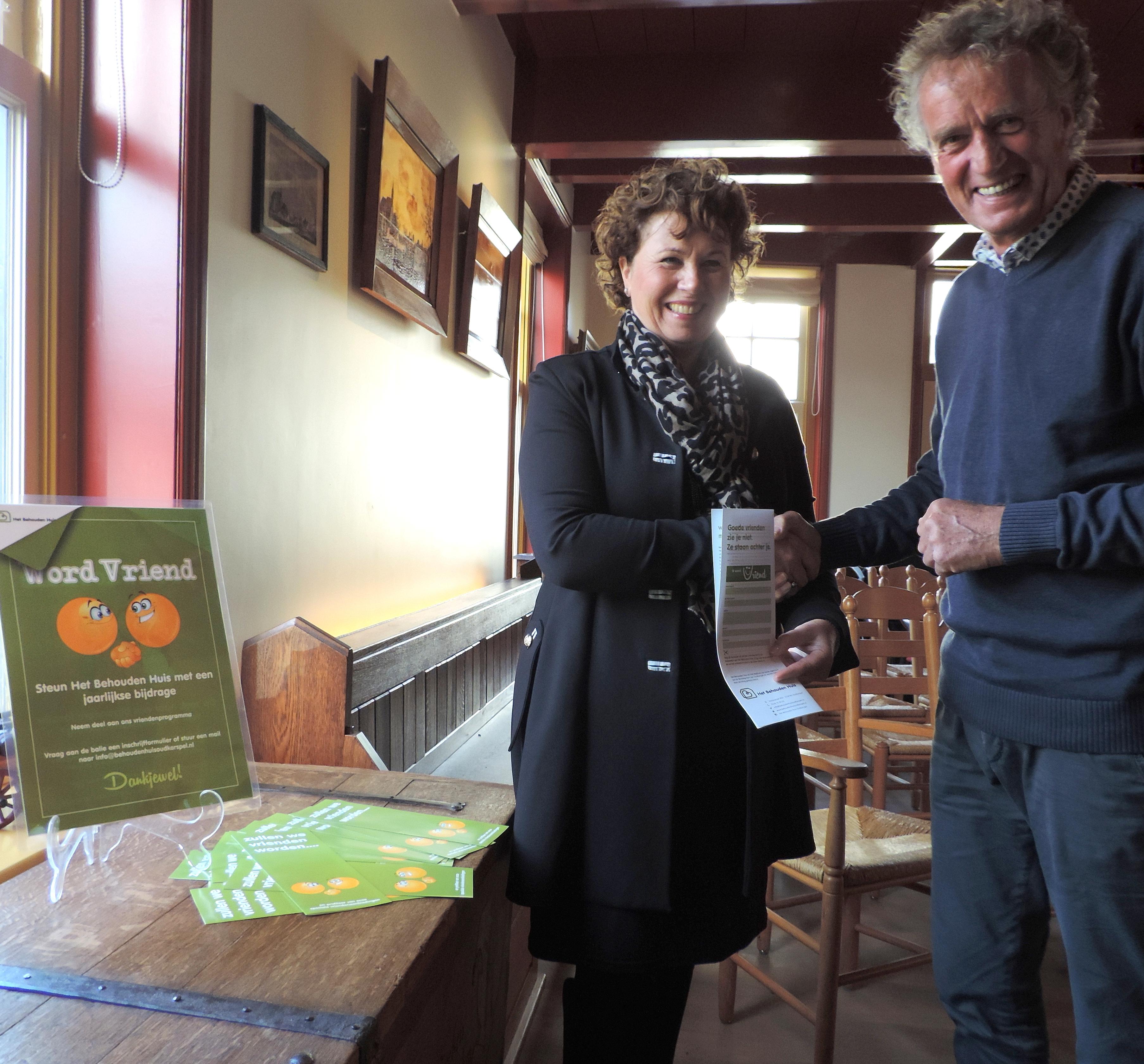 Leontien Kompier gaf vorige week in Het Regthuis van Oudkarspel het startschot voor de actie Vrienden van Het Behouden Huis.
