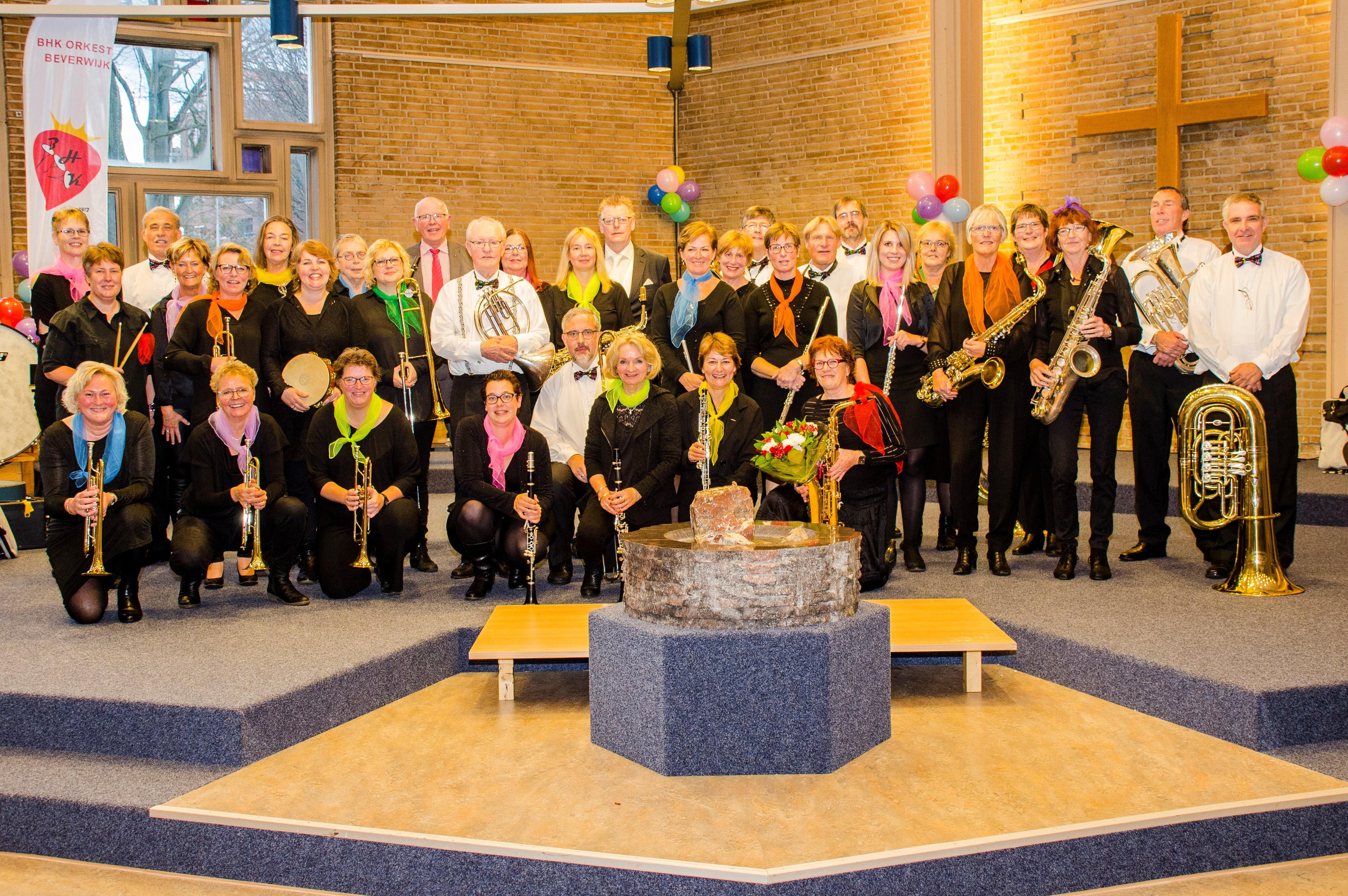 Het orkest van de Beverwijkse Harmonie Kapel. (FOTO: AANGELEVERD)