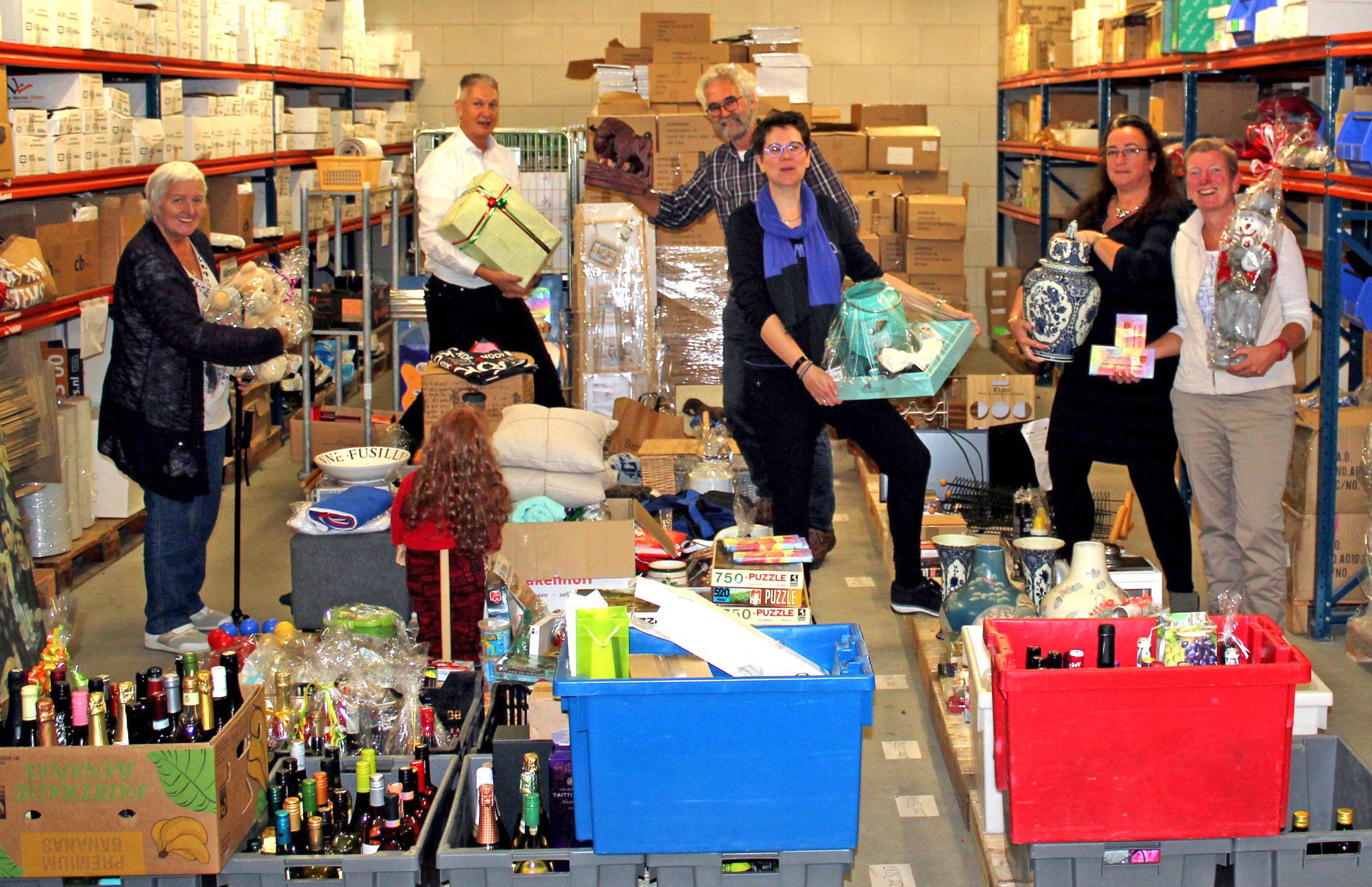 Het veilingcomité verzamelde vele kavels voor de jaarlijkse veiling in De Brink in Obdam. (Foto: aangeleverd)
