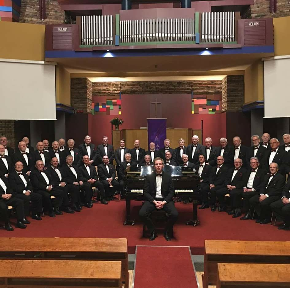 Het koor Eben-Haëzer uit Katwijk. (FOTO: JOHAN BLOKKER)
