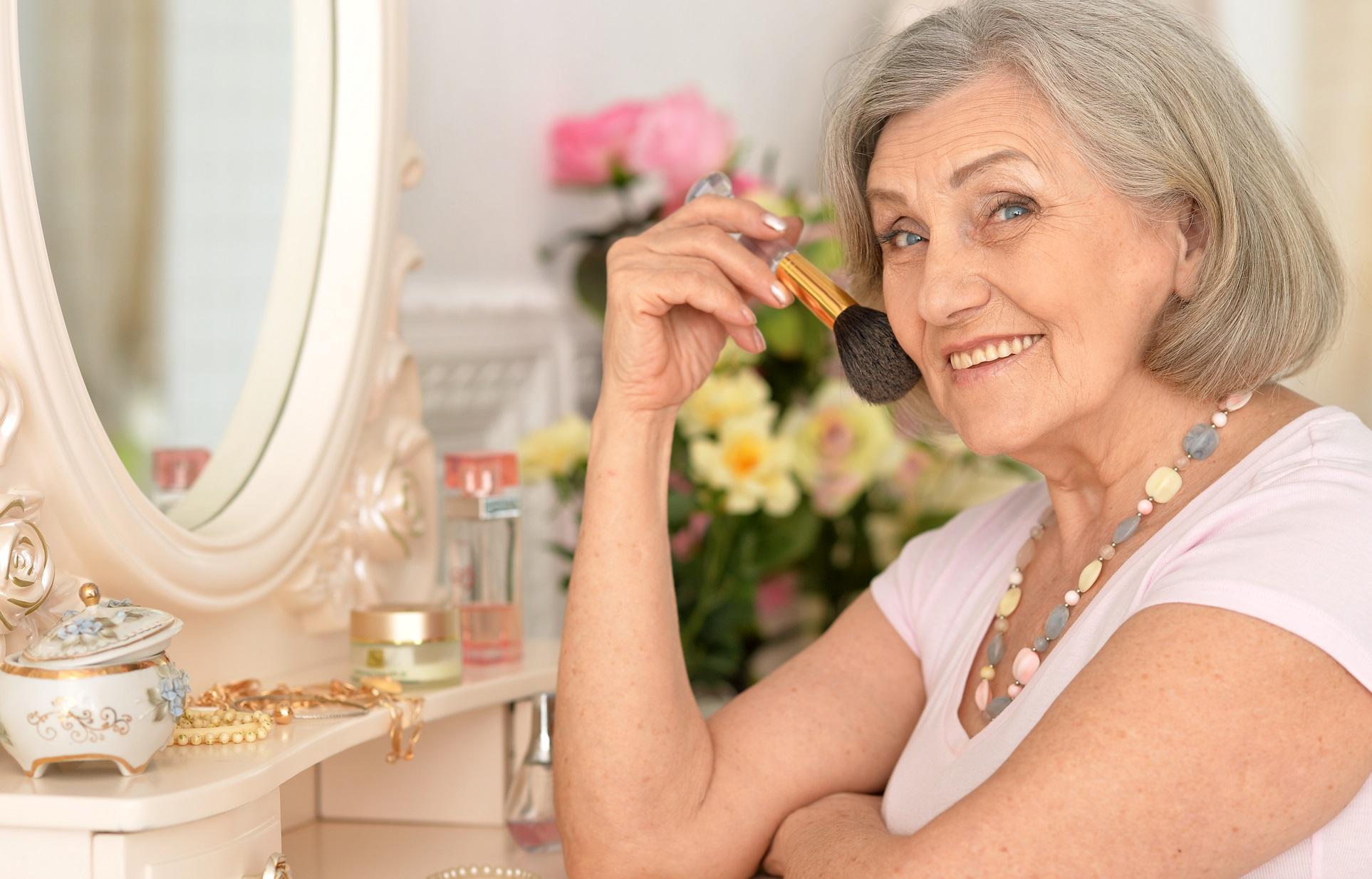 Deelnemers krijgen tips op het gebied van make-up en haar. (Foto: aangeleverd)