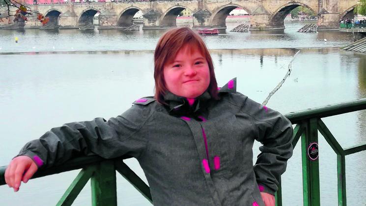Sarah Buwalda die het Downsyndroom heeft zwemt op 22 november voor het goede doel. (foto aangeleverd)