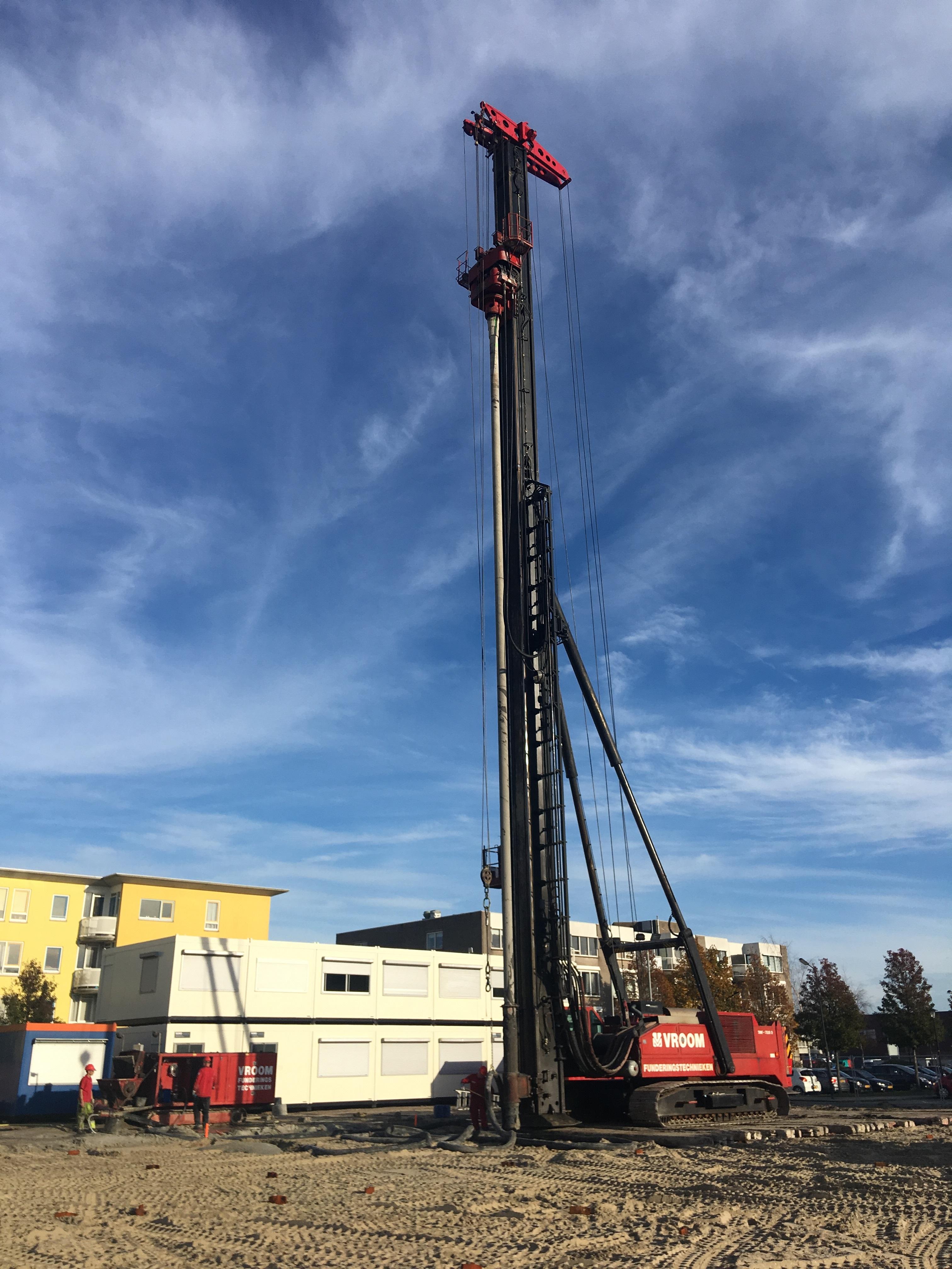 Met het slaan van de eerste paal is het startsein gegeven voor de bouw van De Coraal in het stadshart van Heerhugowaard. (Foto: aangeleverd)
