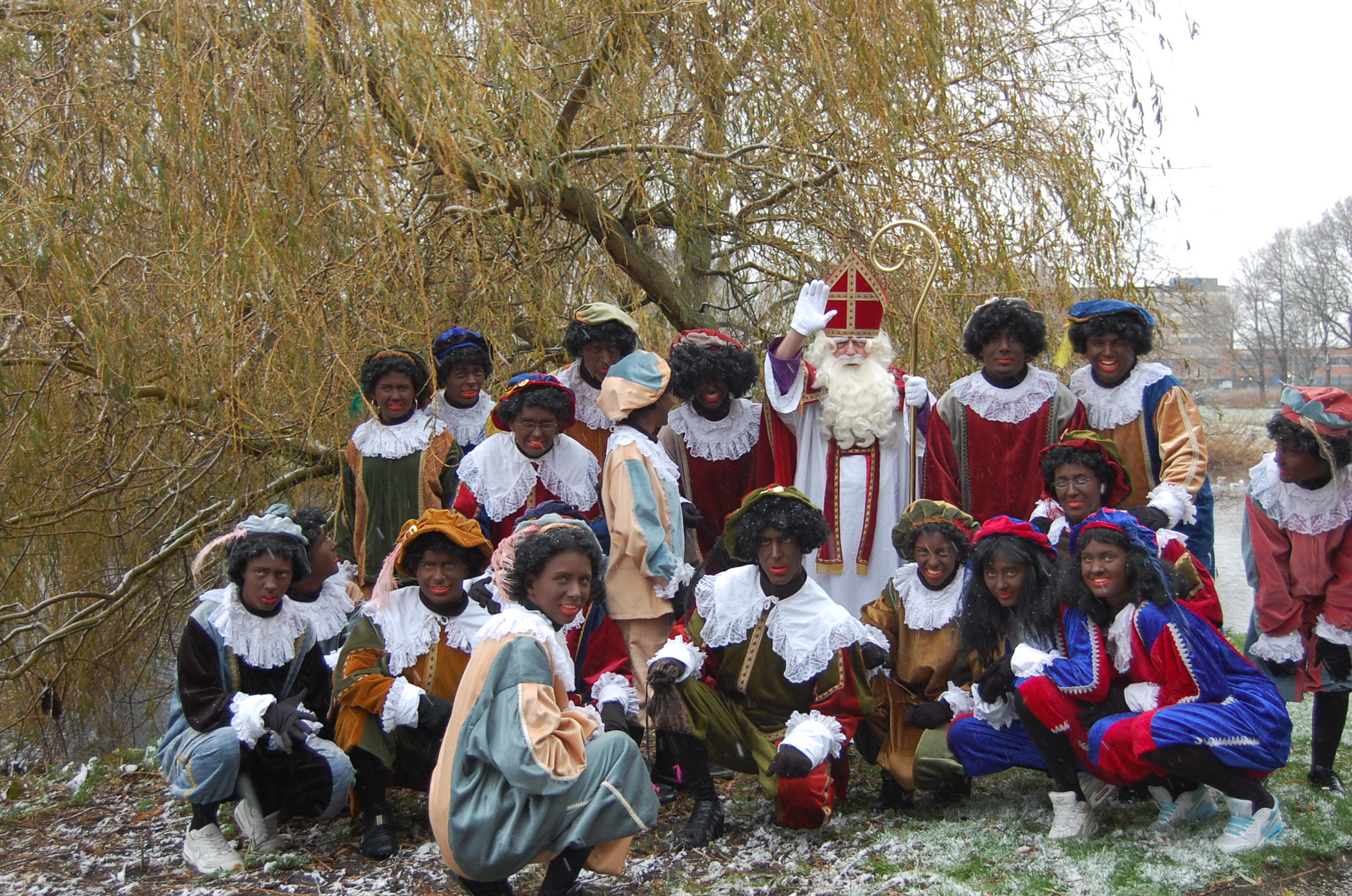 Sinterklaas en de Pieten zijn weer aangekomen in Julianadorp. (Foto: aangeleverd)