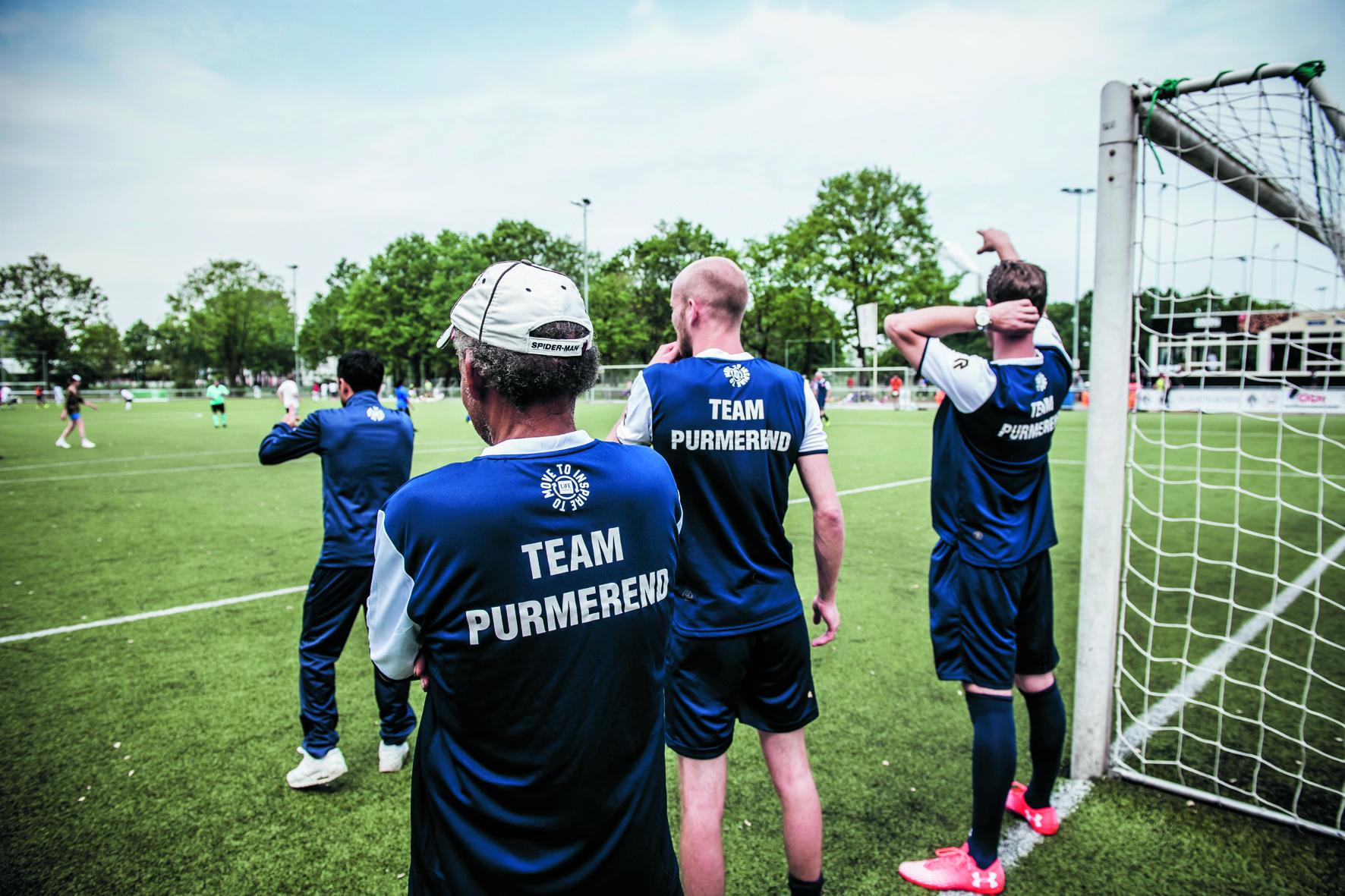 Het team van Life Goals Purmerend heeft al wel meegedaan aan enkele buitenactiviteiten. Zaterdag zijn ze actief in De Vaart. (Foto: Rennaert Ruinen/Ruinen Fotografie) rodi.nl © rodi